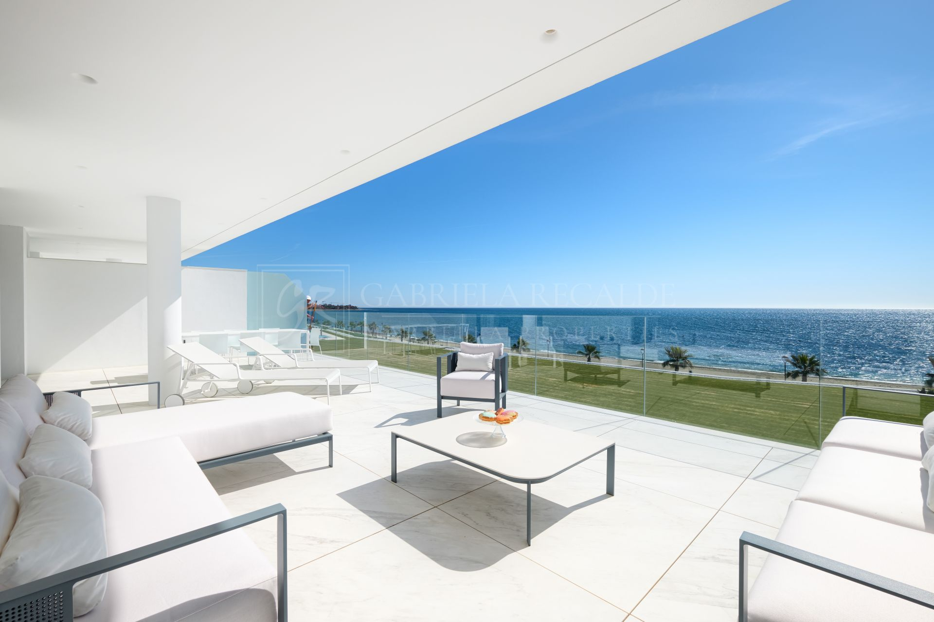 Amazing Front Sea Luxury Apartment in New Golden Mile
