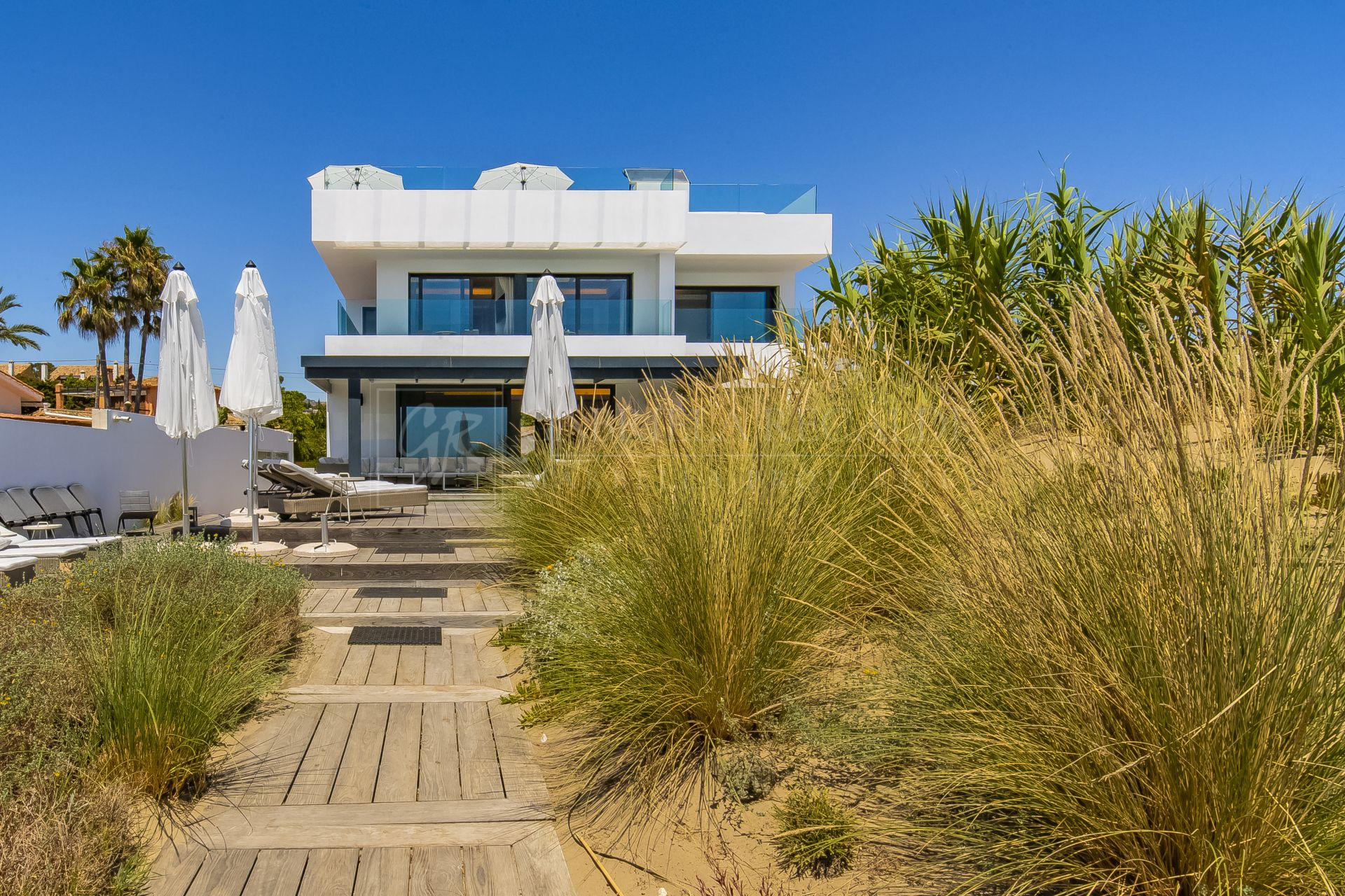 Beachfront Villa with Amazing Views in Marbella East
