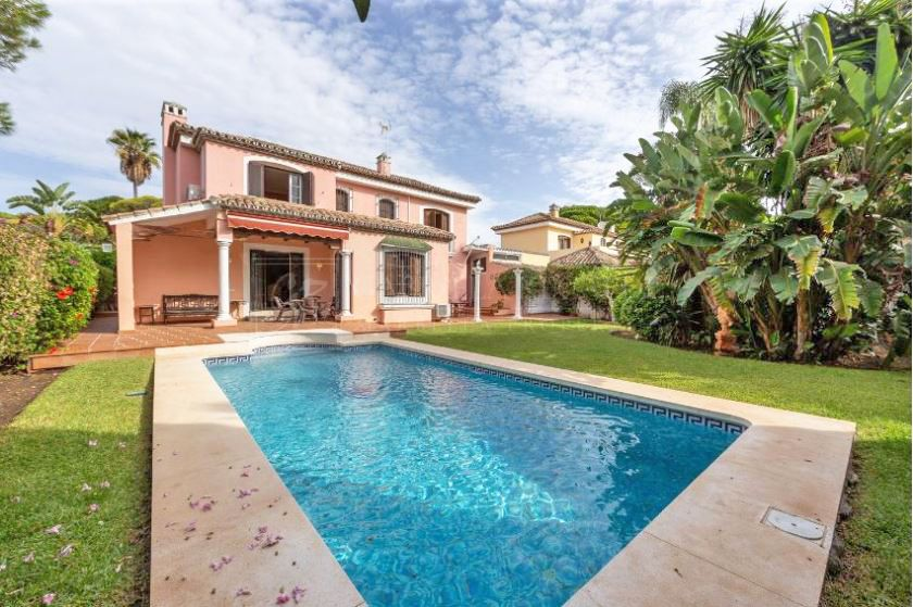 Three Bedroom Villa For Sale - Excellent Opportunity to Refurbish!