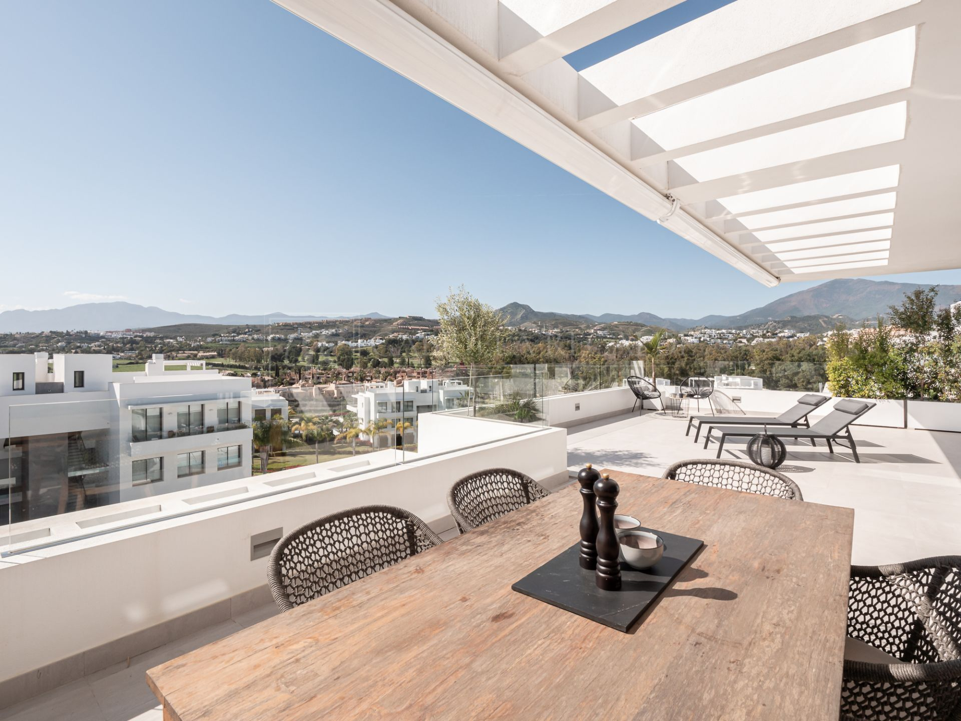 Modern Duplex Penthouse Located in the Heart of the Prestigious New Golden Mile
