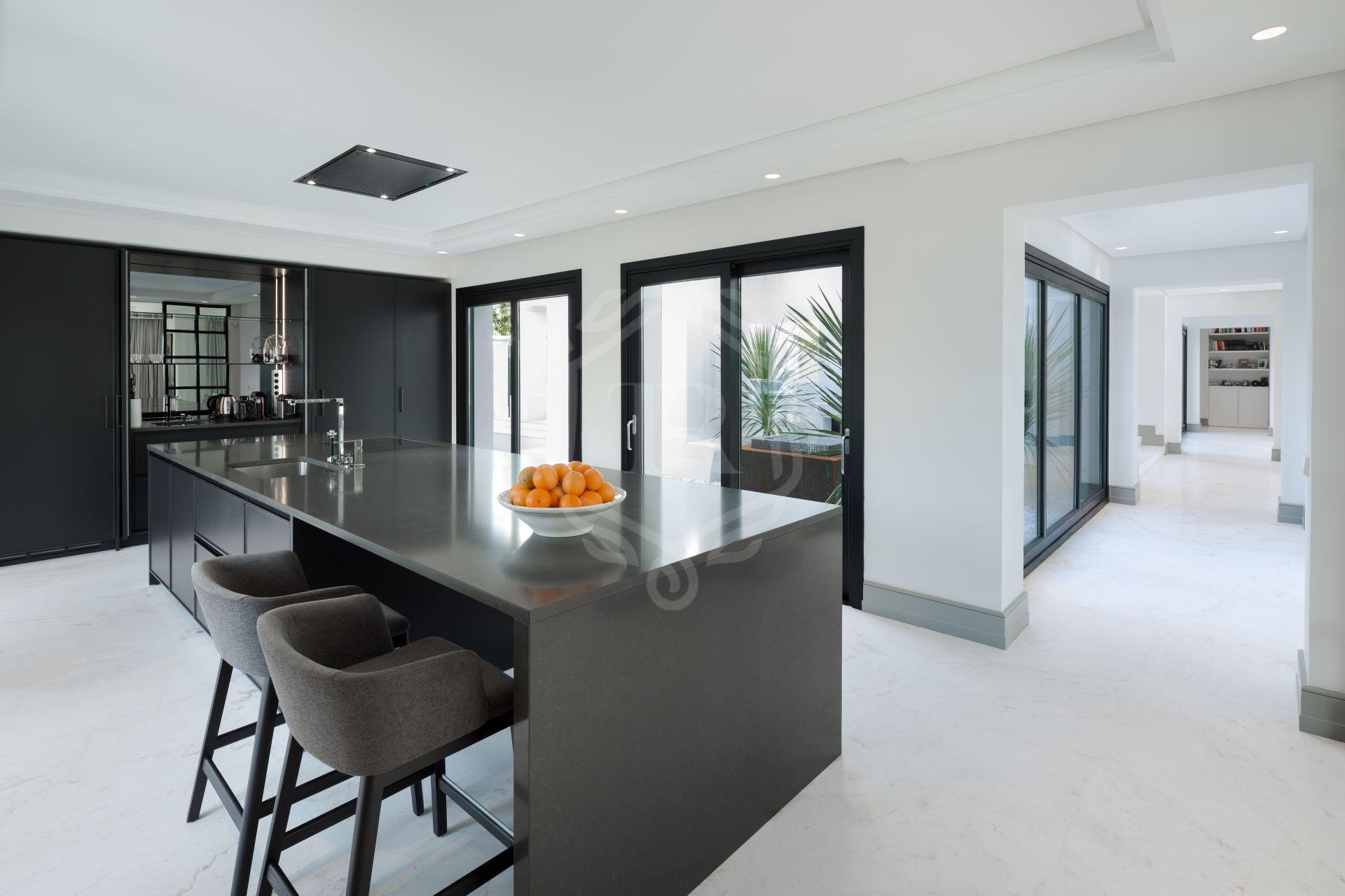 Villa for sale in Los Picos, Marbella Golden Mile
