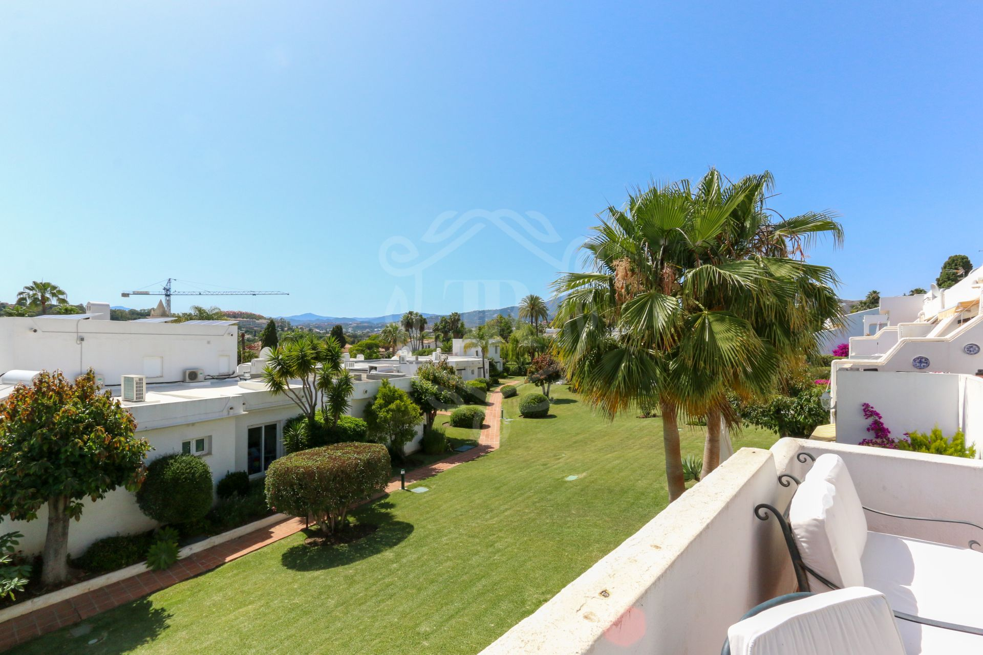 Fantastic penthouse with views in Nueva Andalucia