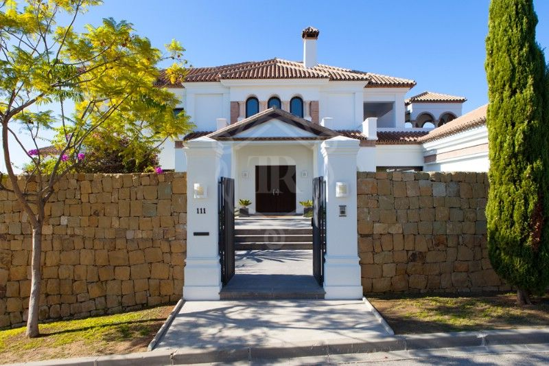 Villa for sale in Los Flamingos Golf, Benahavis