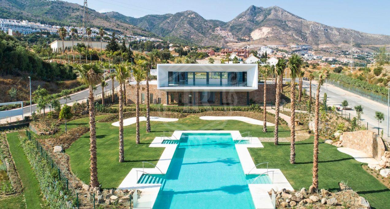 Exclusive semi-detached and detached villas-Benalmadena