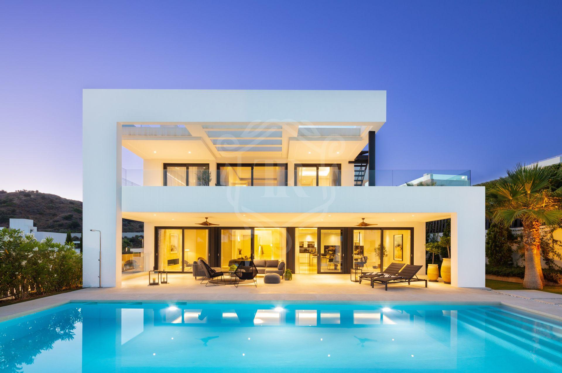 Spectacular 5-bedroom villa in Los Olivos, Nueva Andalucia