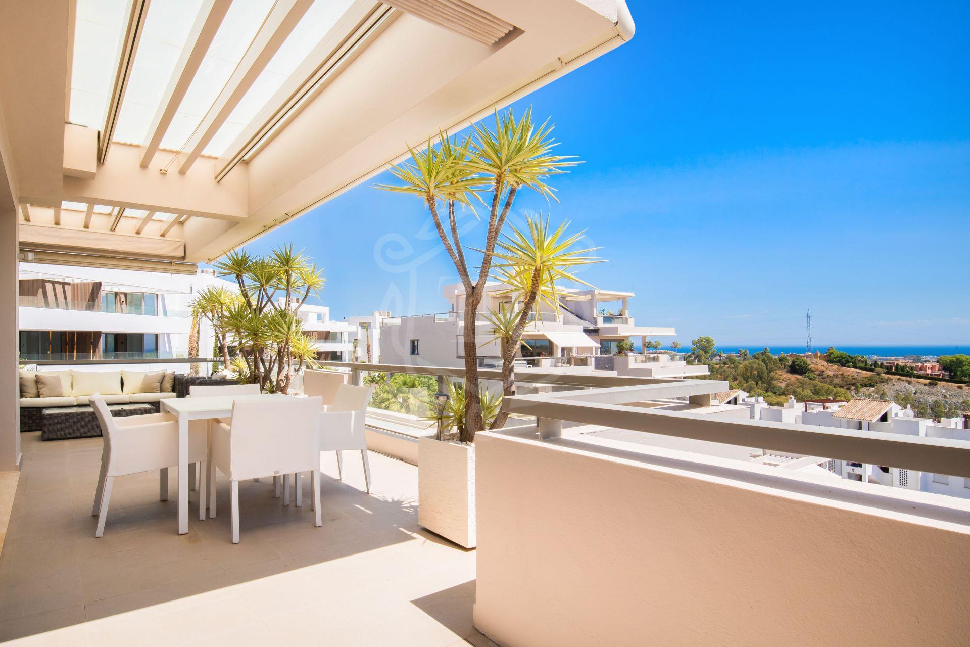 Modern 3-bedroom penthouse with views in Los Arrayanes Golf, Benahavis