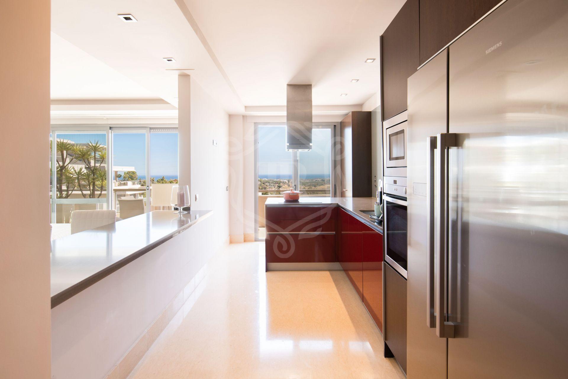 Penthouse for sale in Los Arrayanes Golf, Benahavis