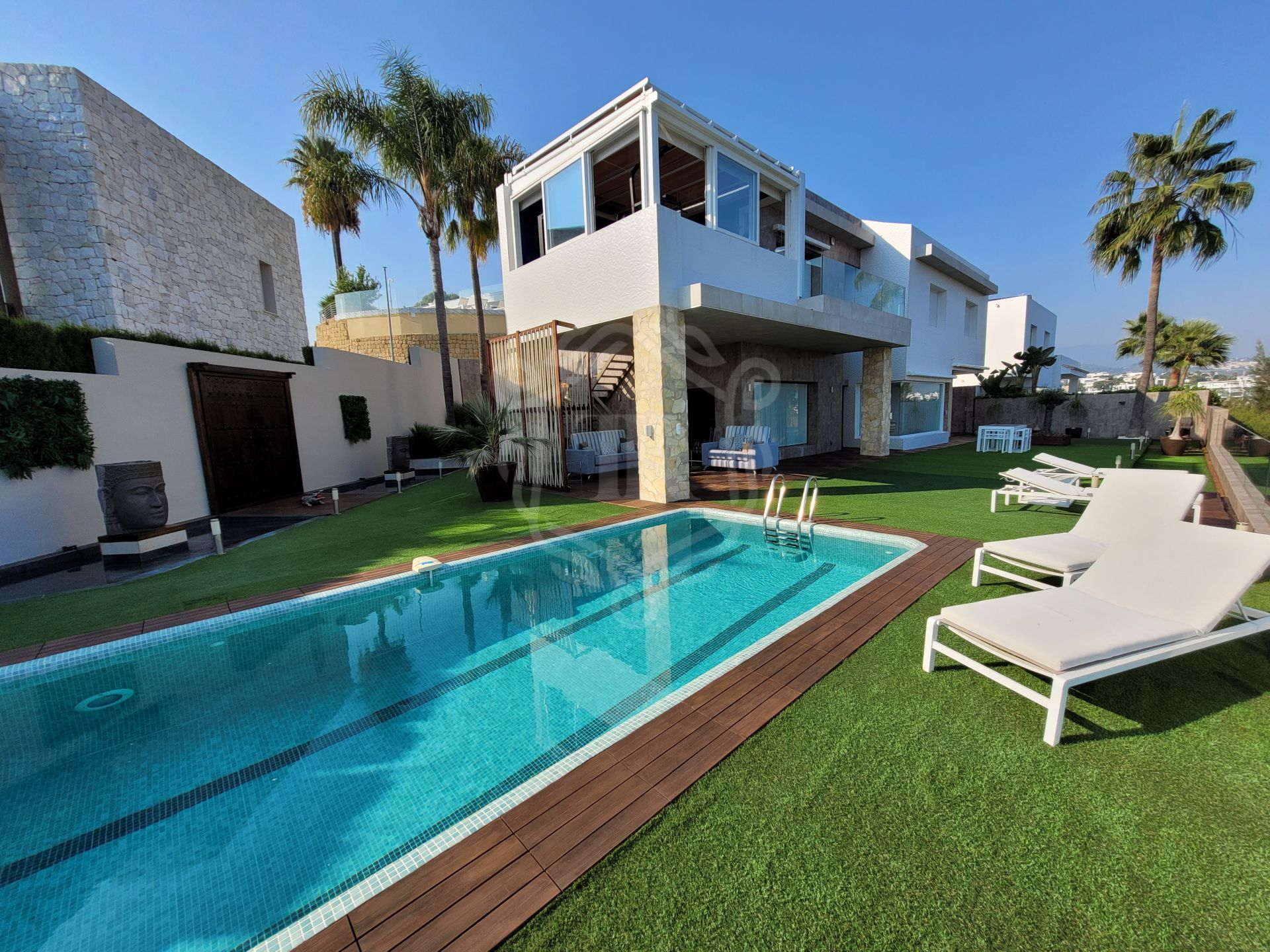 Frontline golf contemporary villa in Nueva Atalaya, Benahavis