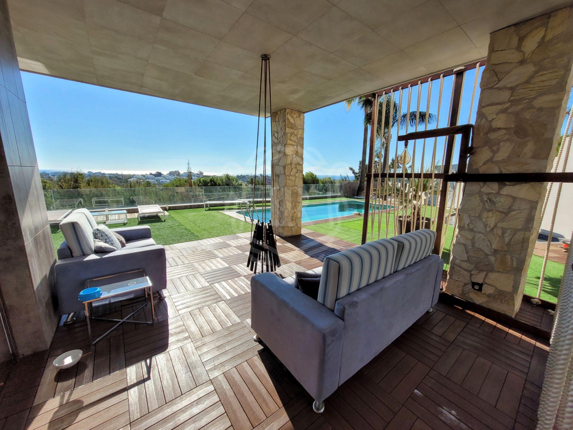 Villa for sale in Nueva Atalaya, Estepona