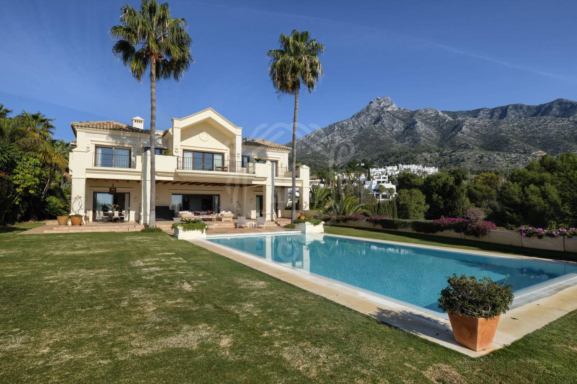 Villa de estilo mediterráneo en Marbella Hill Club, Marbella Golden Mile