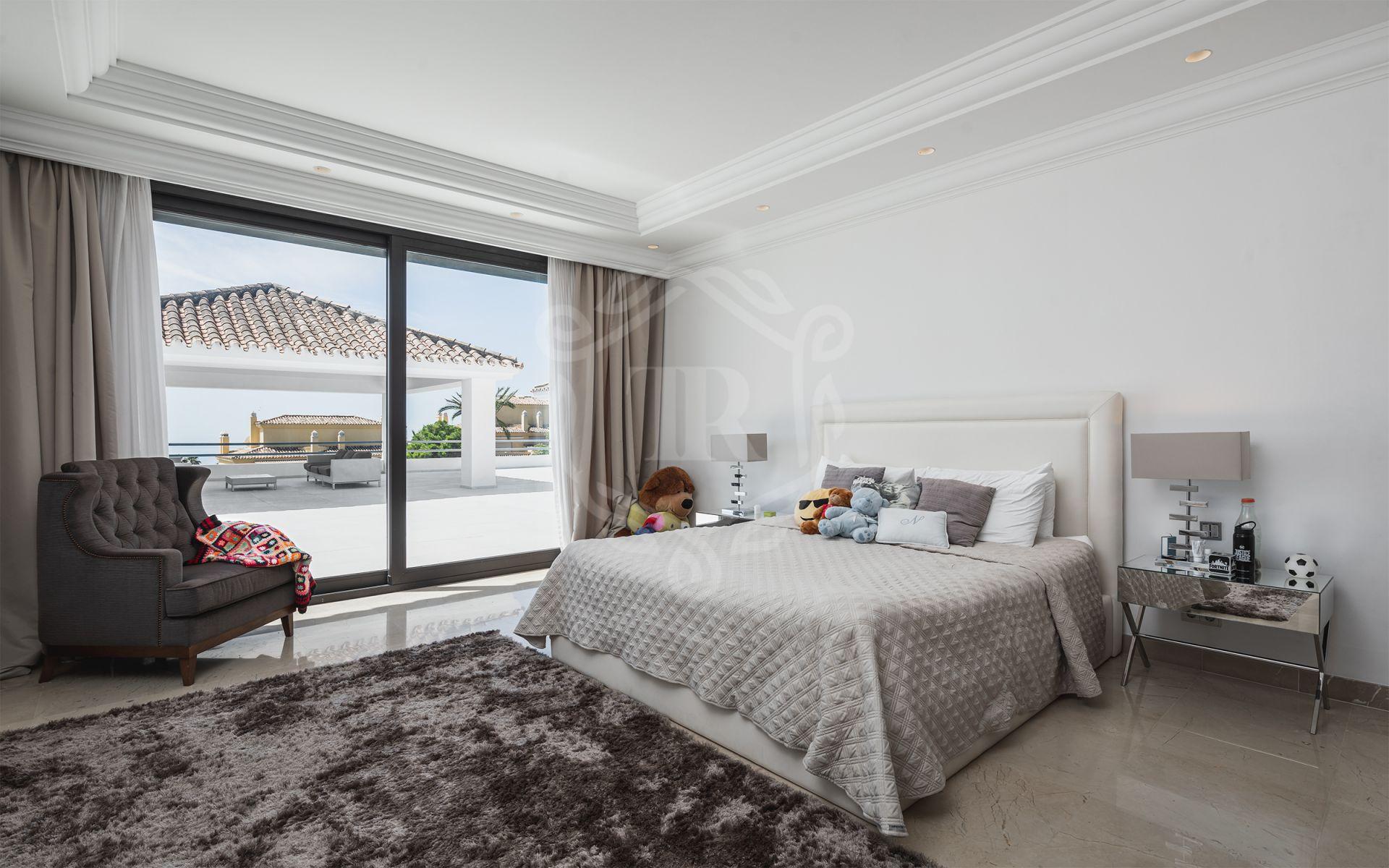Villa for sale in Cascada de Camojan, Marbella Golden Mile