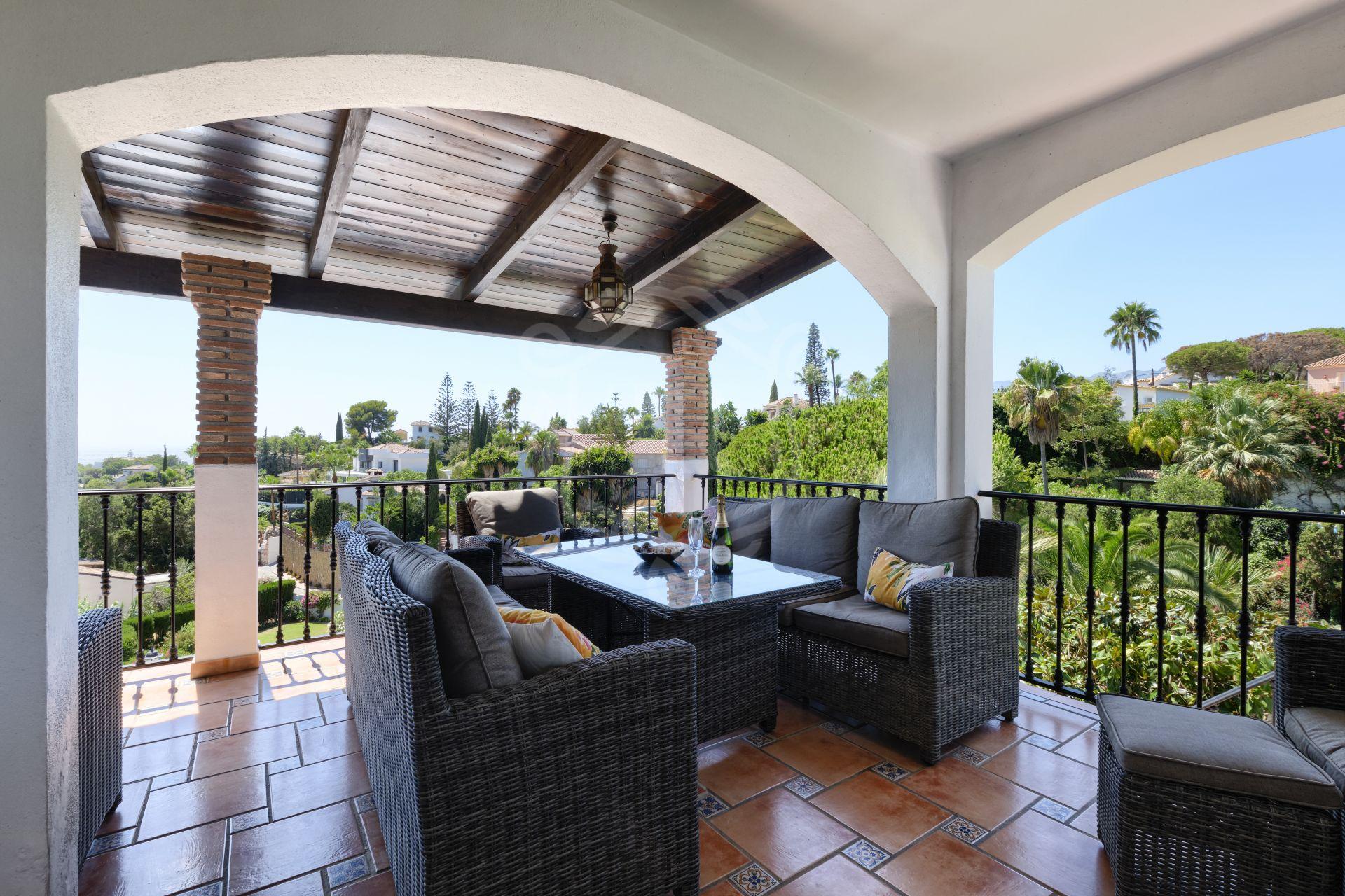 Villa en venta en El Rosario, Marbella Este
