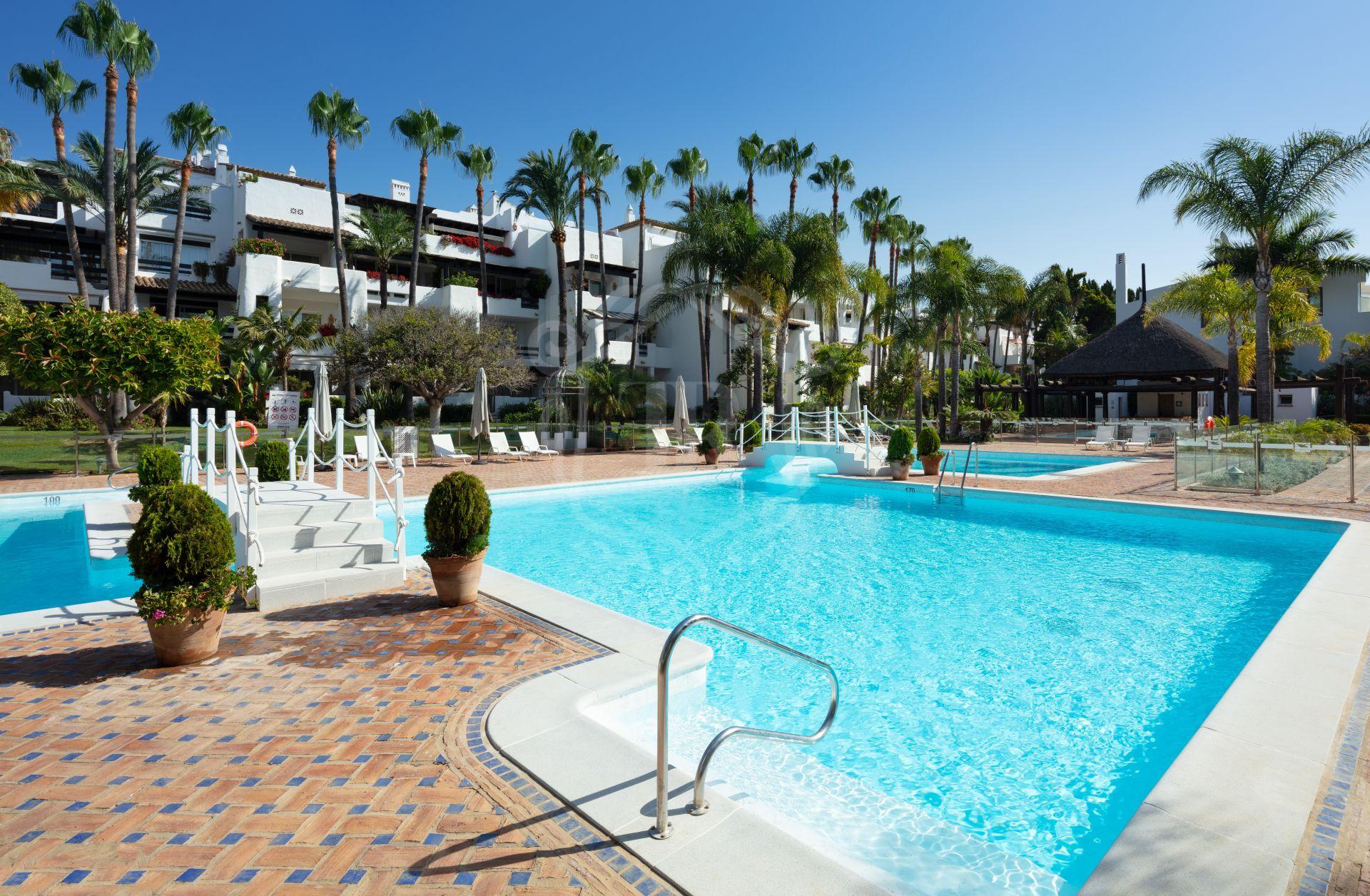 Duplex Penthouse for sale in Marina de Puente Romano, Marbella Golden Mile
