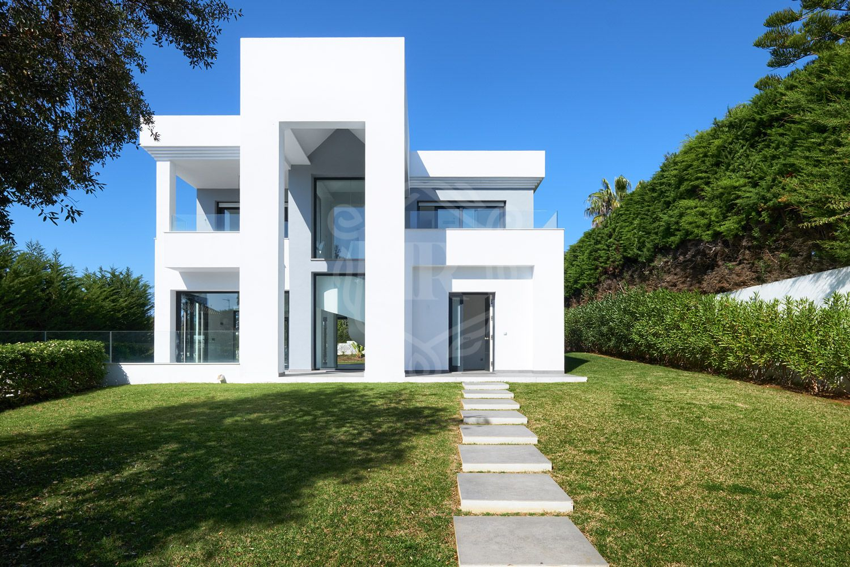 Villa for sale in Hacienda las Chapas, Marbella East