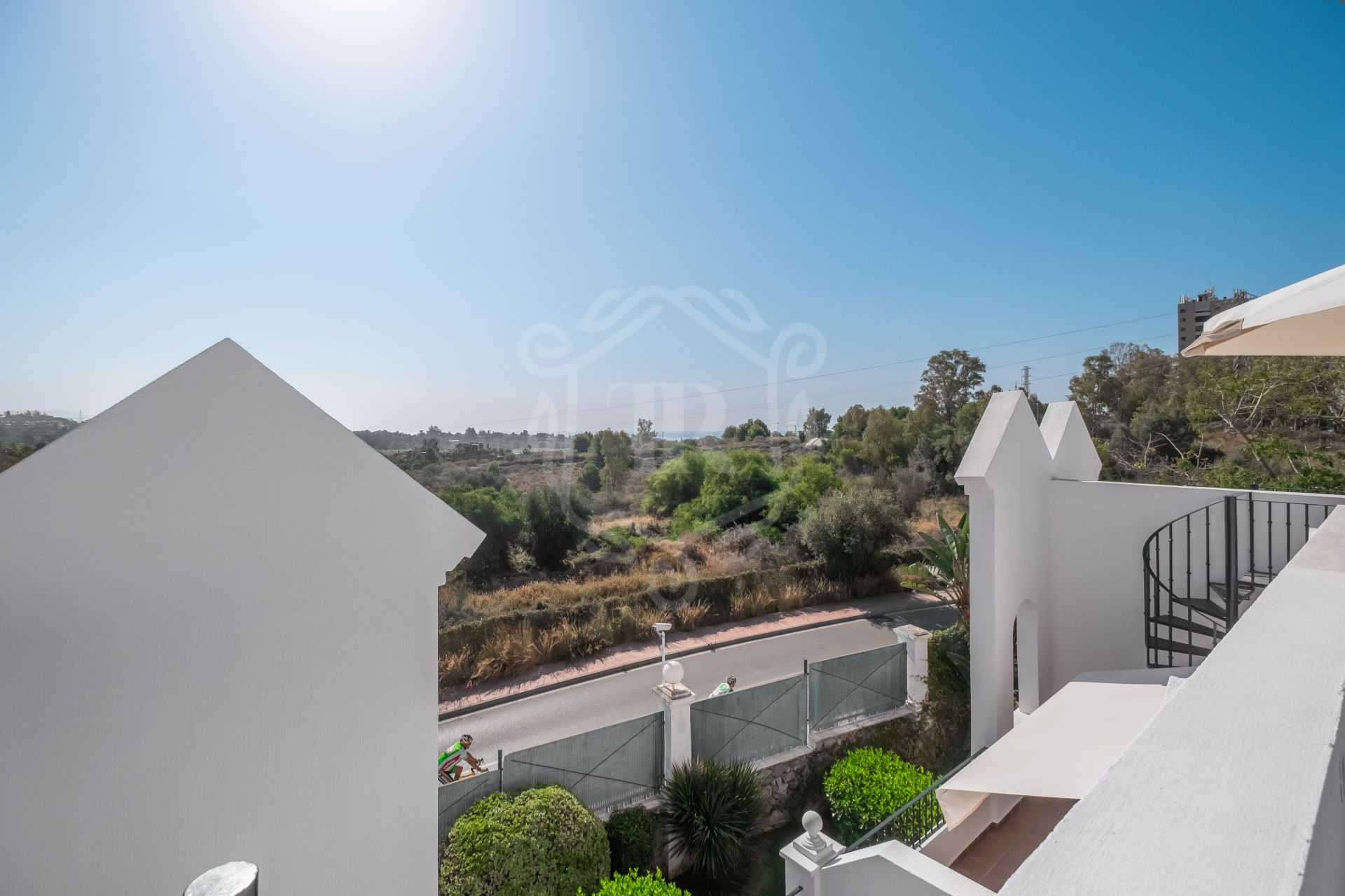 Town House for sale in Aloha Gardens, Nueva Andalucia