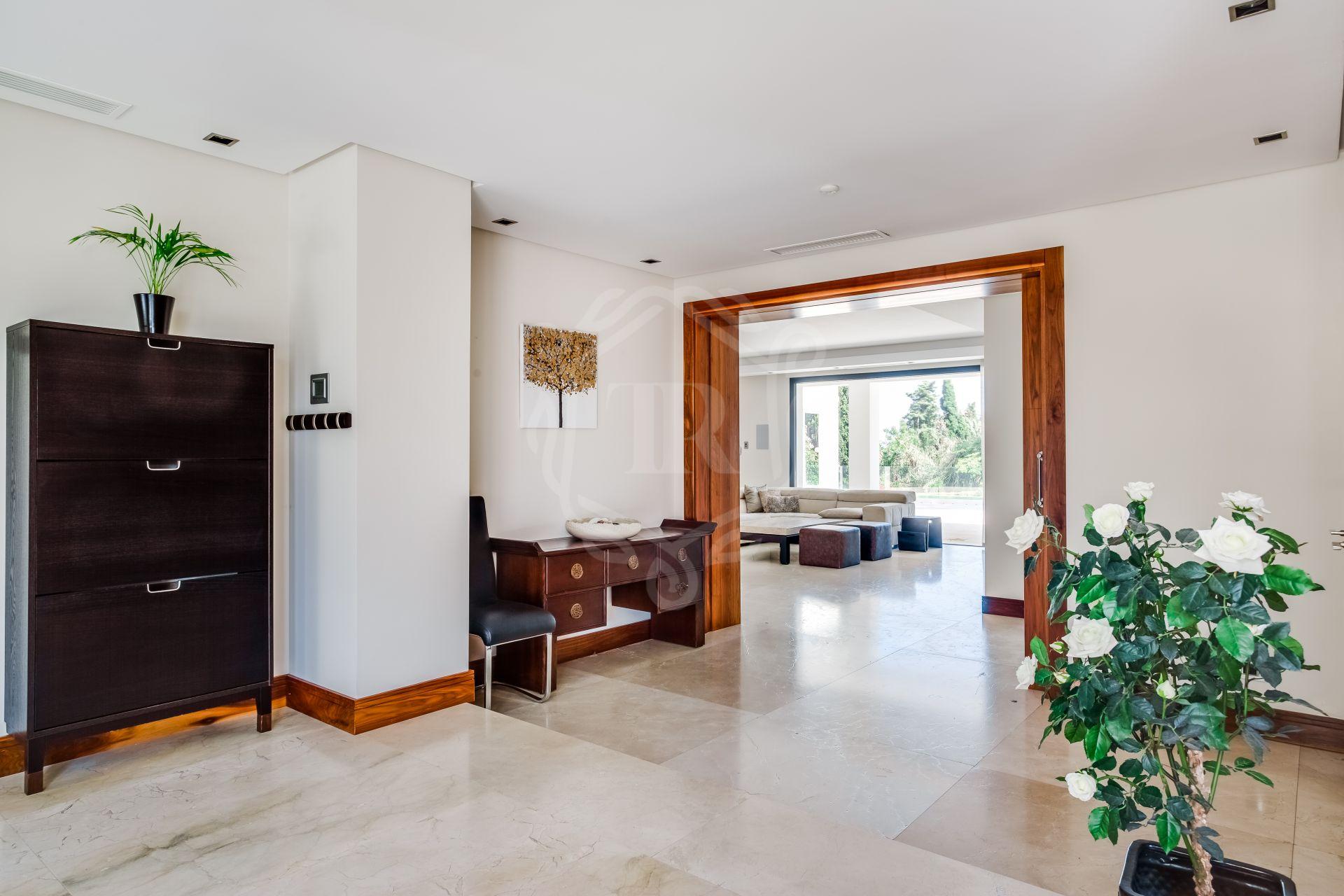 Villa for sale in Atalaya, Estepona