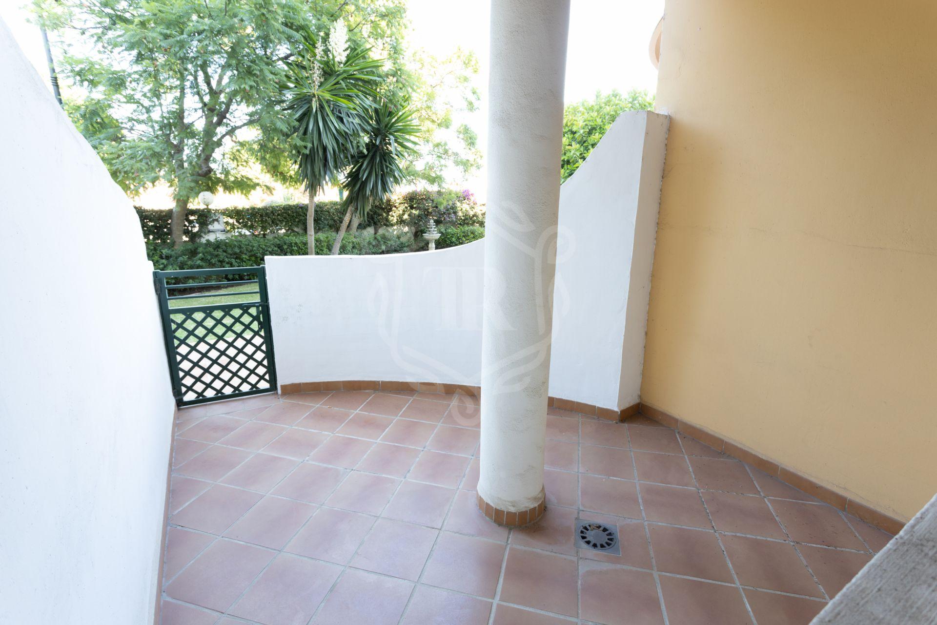 Duplex for sale in Señorio de Aloha, Nueva Andalucia