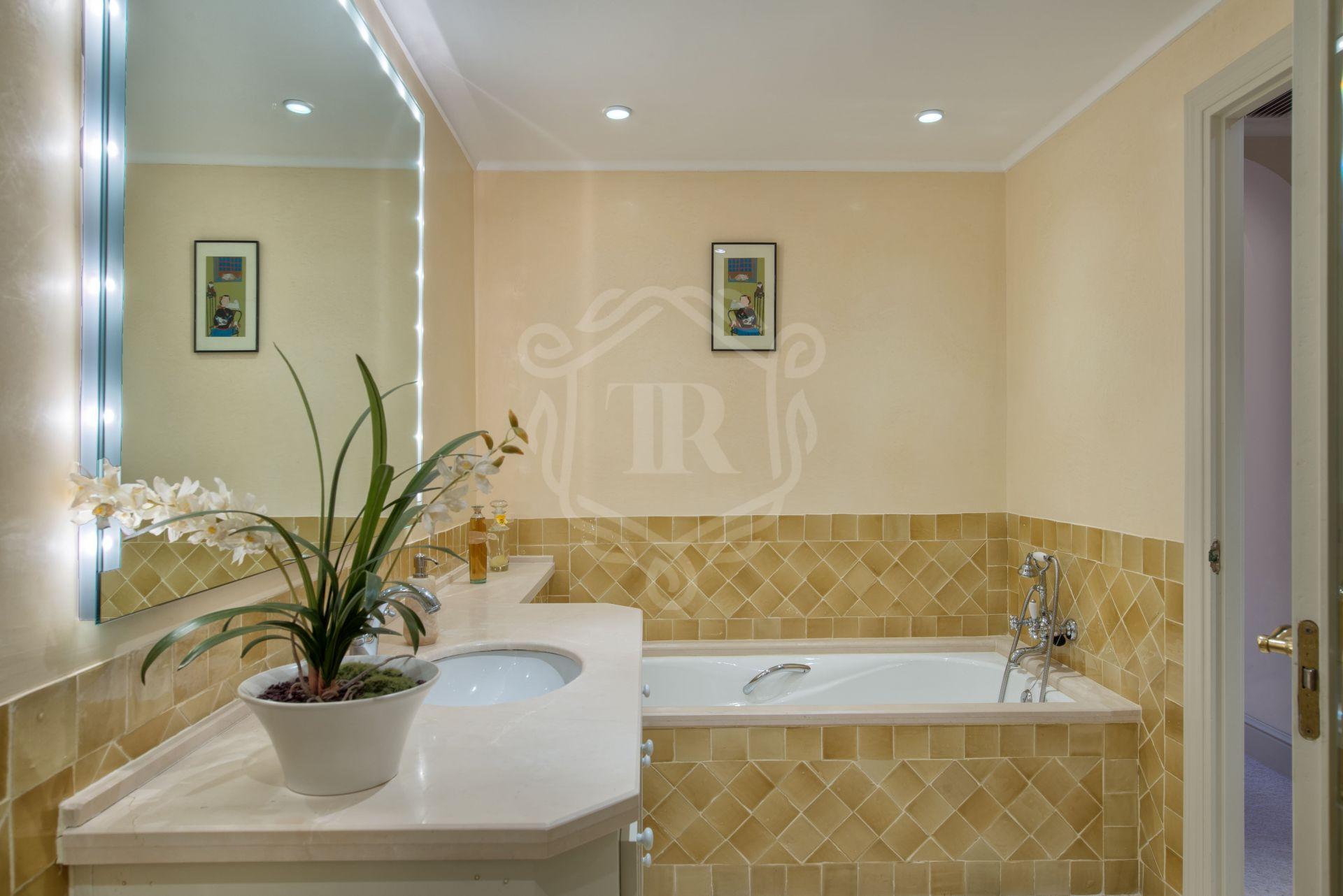 Ground Floor Apartment for sale in Ventura del Mar, Marbella - Puerto Banus