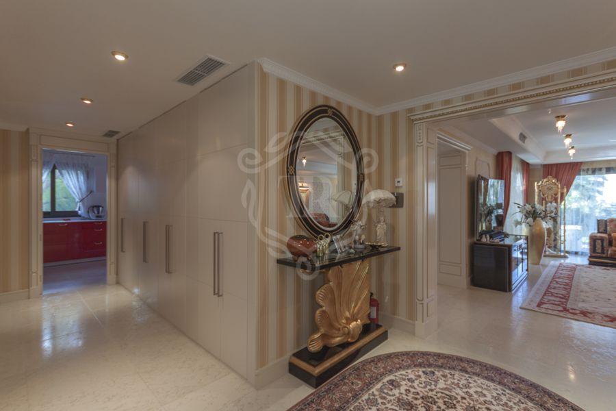 Villa for sale in Lomas de Magna Marbella, Marbella Golden Mile