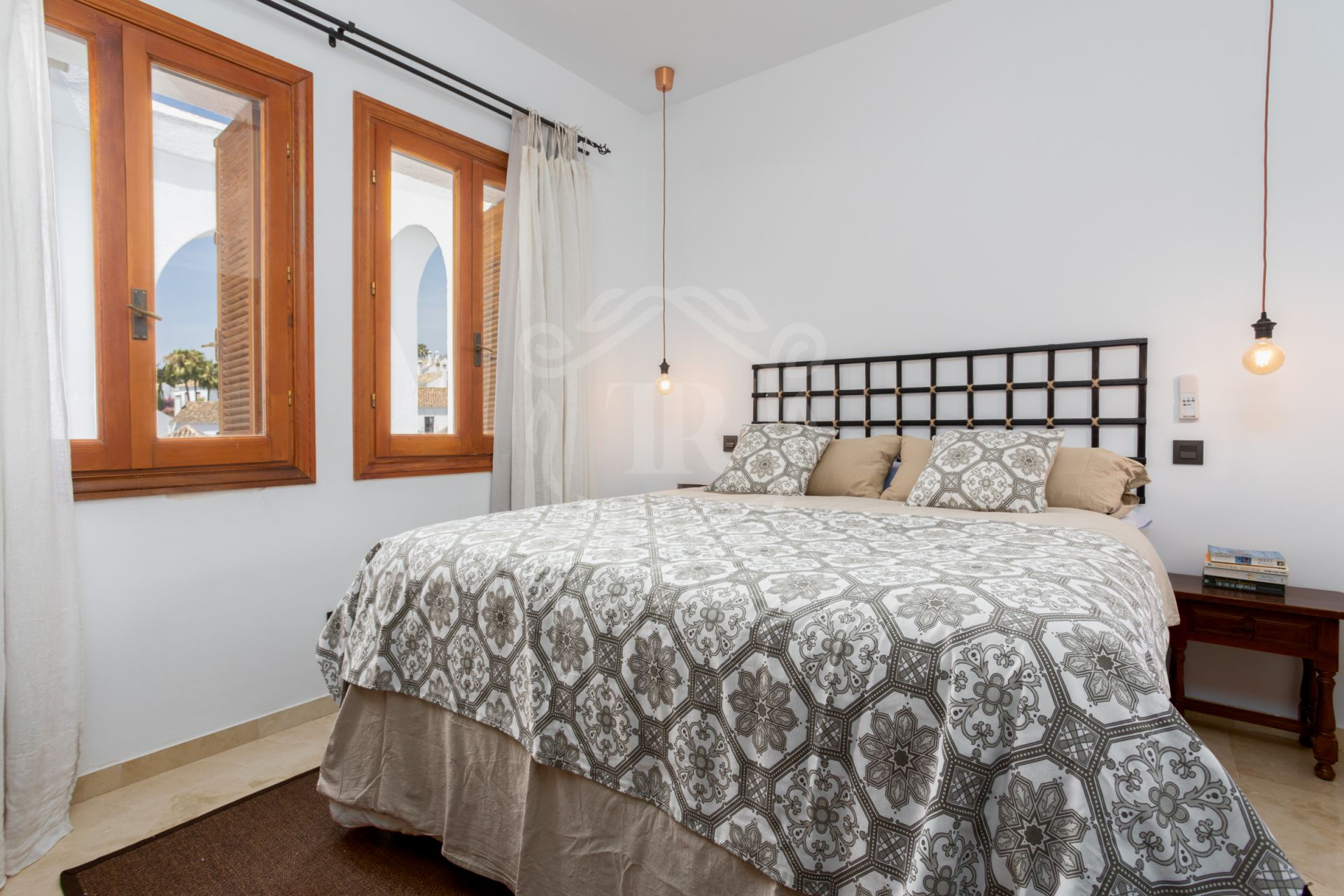 Penthouse for sale in Le Village, Nueva Andalucia