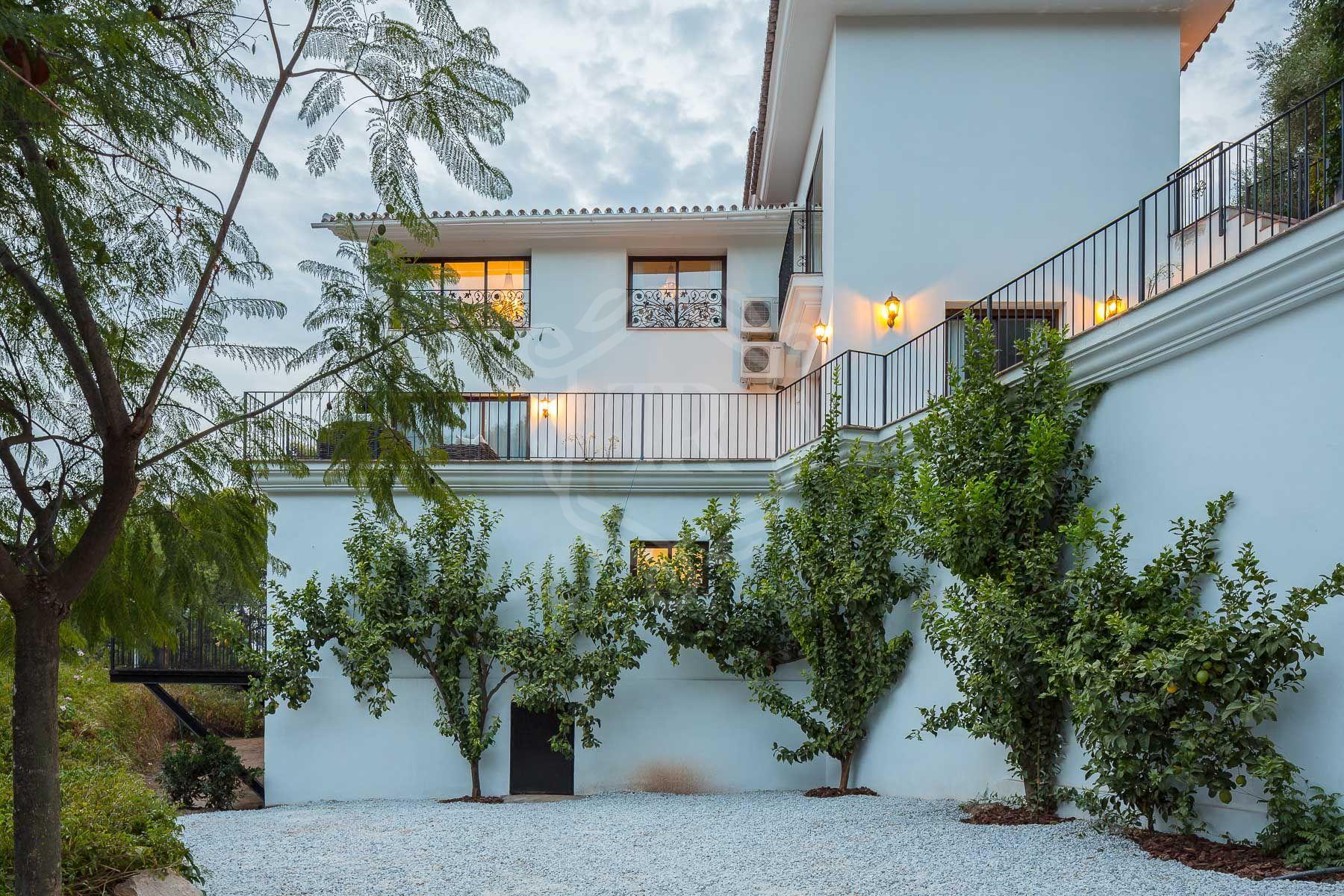 Villa for sale in La Montua, Marbella