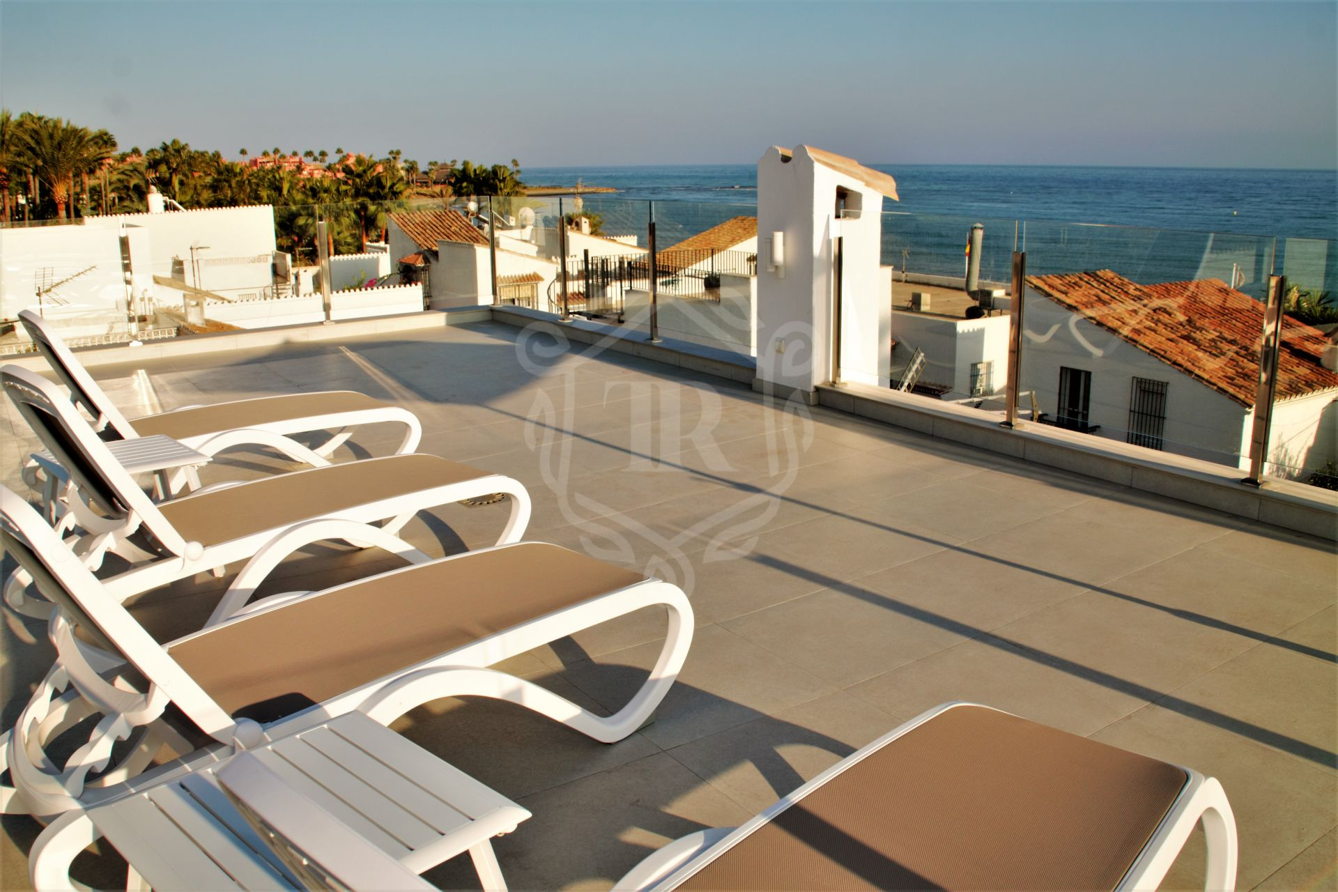 Beachfront recently renovated penthouse in El Pirata, New Golden Mile