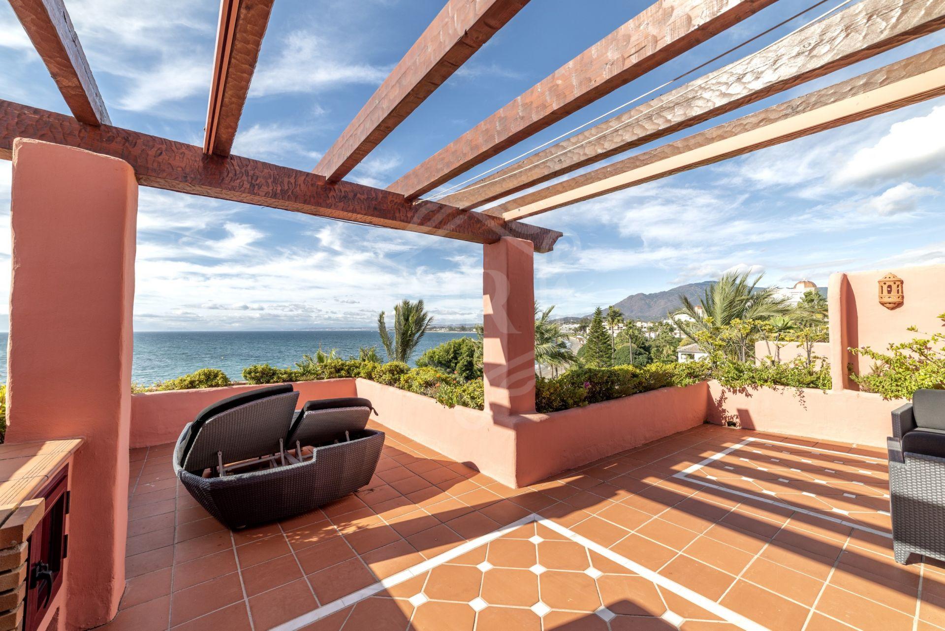 Wonderful beachfront duplex penthouse in New Golden Mile, Estepona