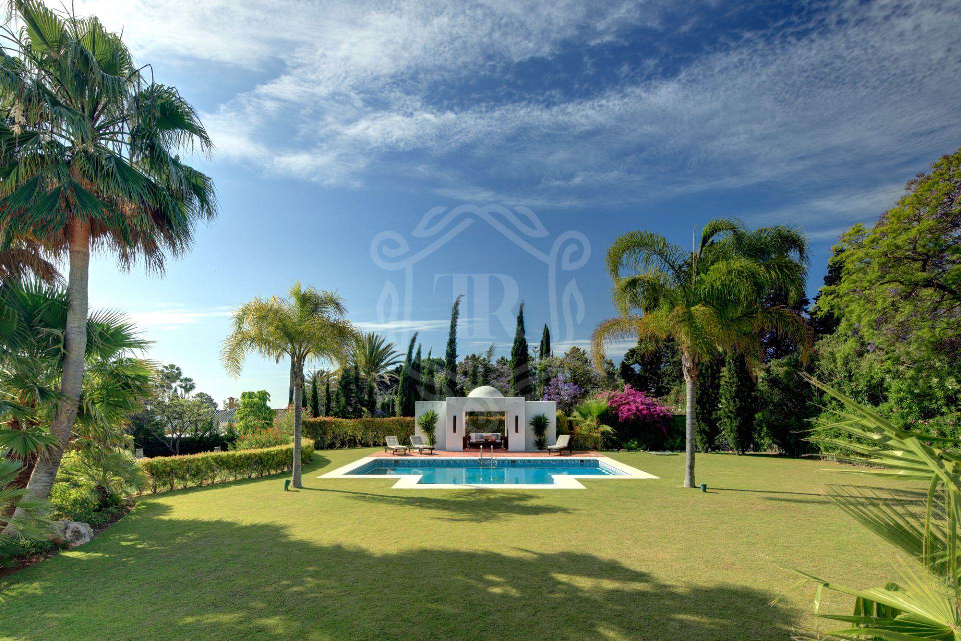 Mansion for sale in Atalaya de Rio Verde, Nueva Andalucia