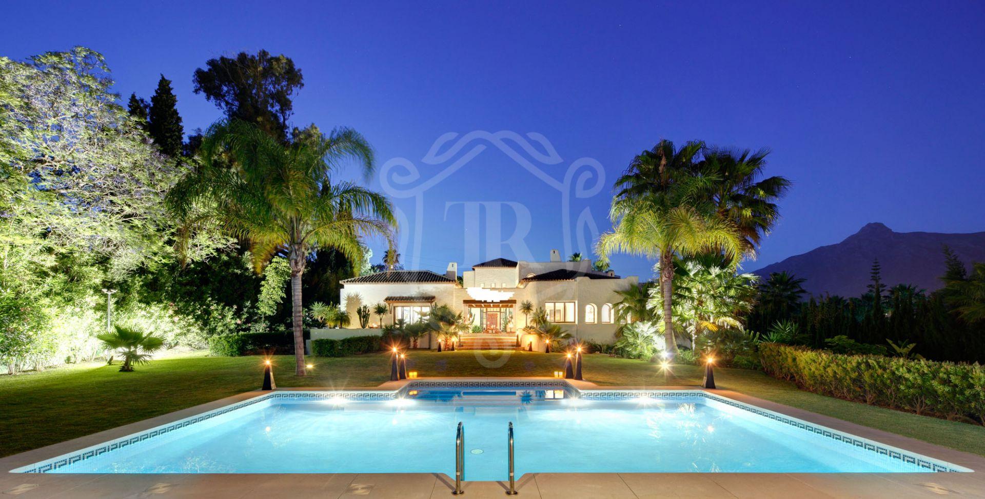 Impressive mansion walking distance to Puerto Banus, Atalaya de Rio Verde