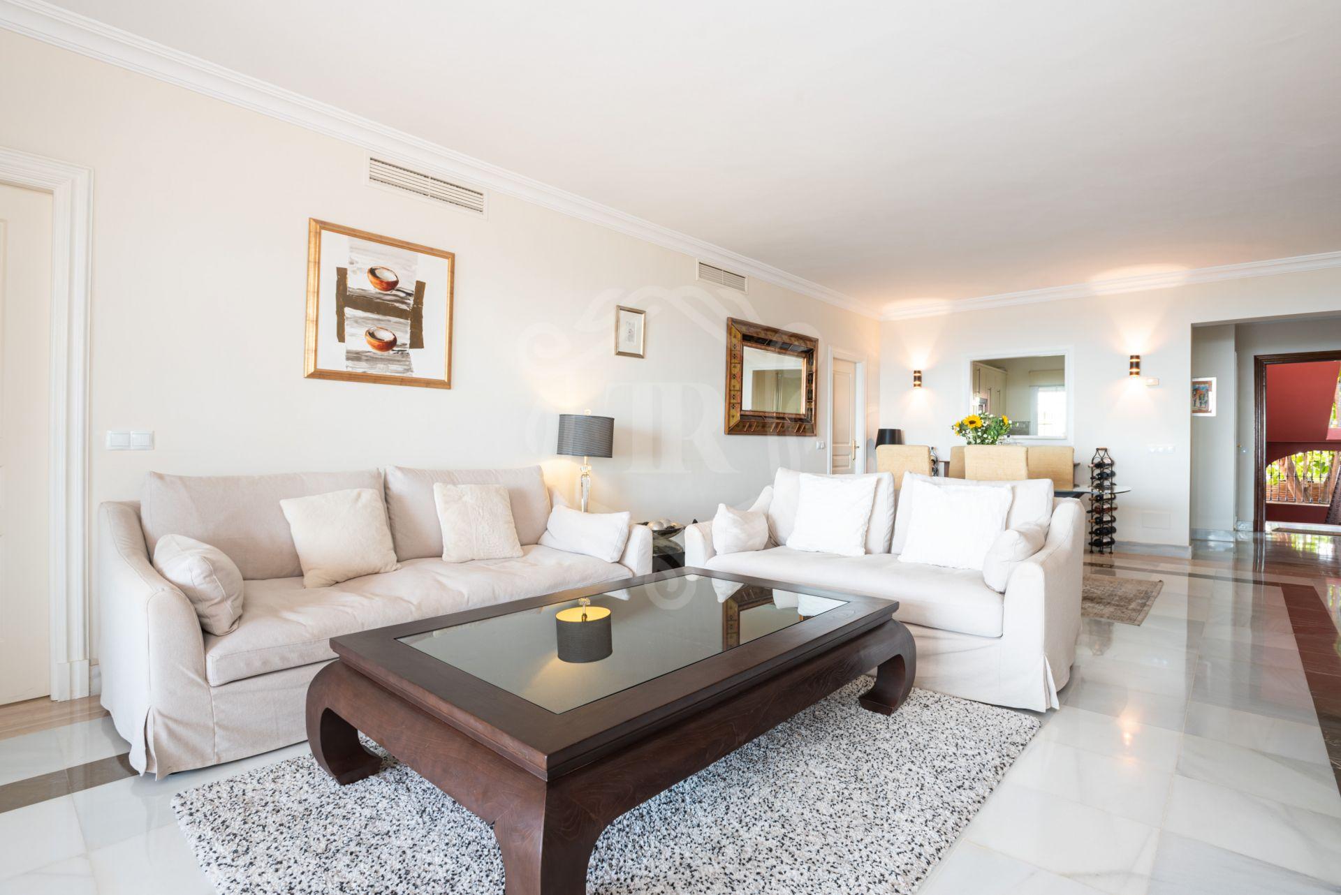 Apartamento Planta Baja en venta en Monte Halcones, Benahavis