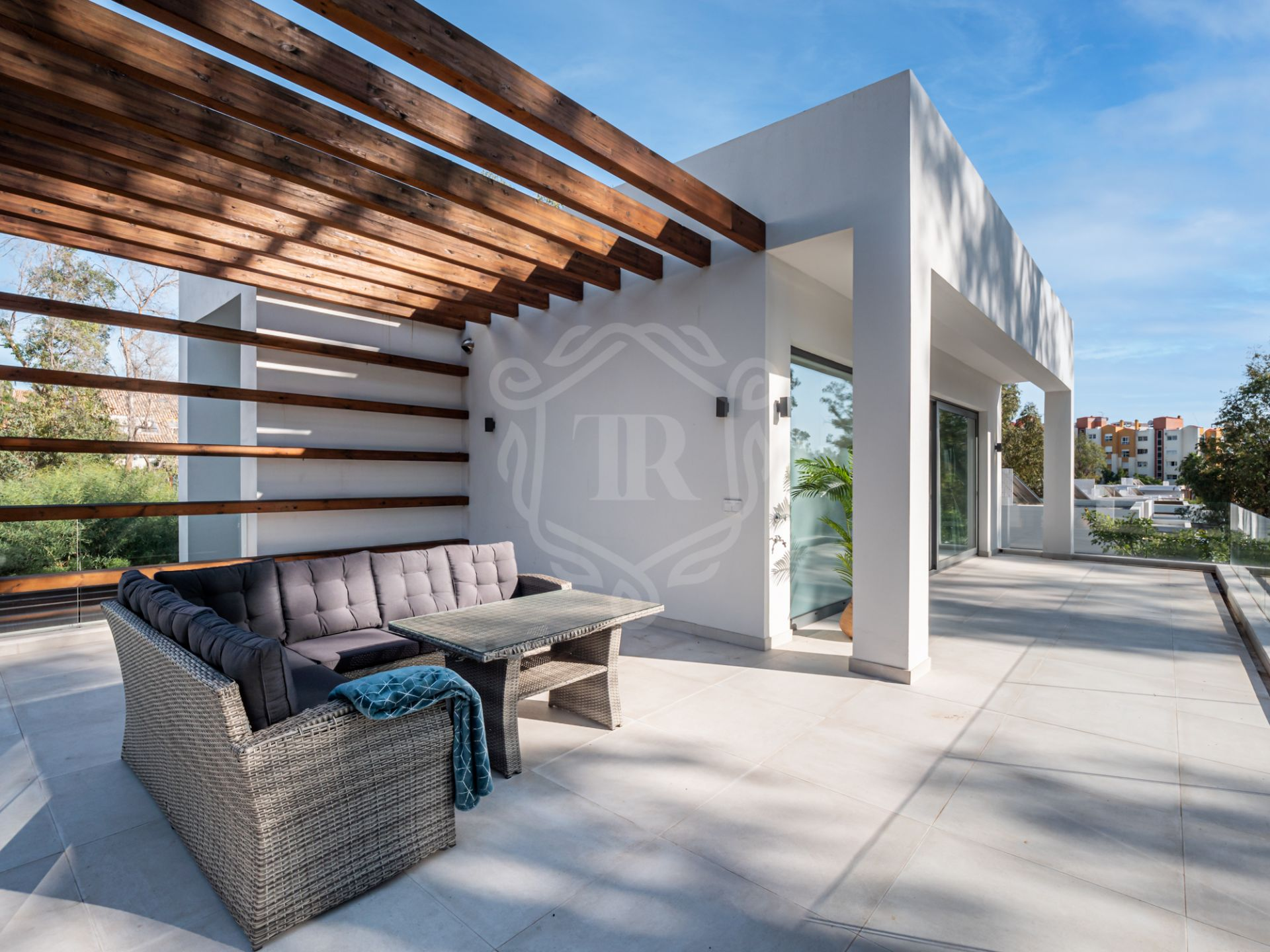 Villa for sale in Arboleda, Estepona