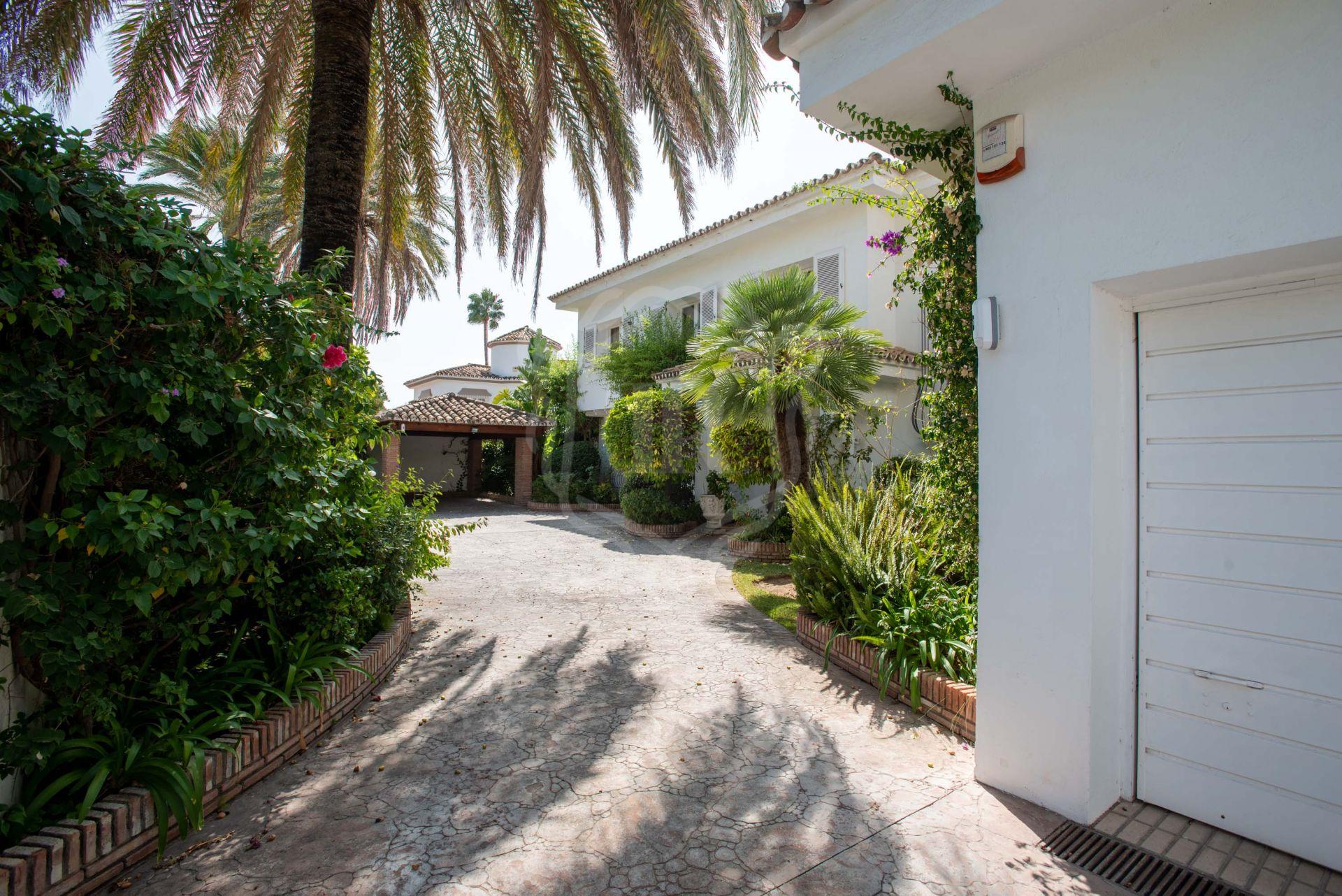 Villa for sale in Paraiso Barronal, Estepona