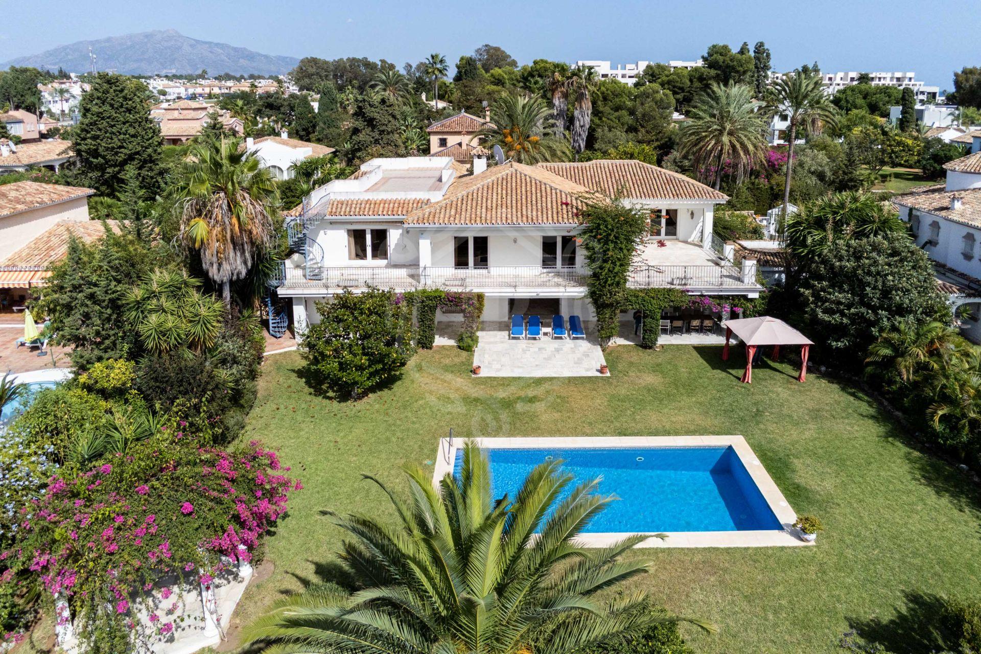 Brilliant villa a few meters from the beach in Paraiso Barronal