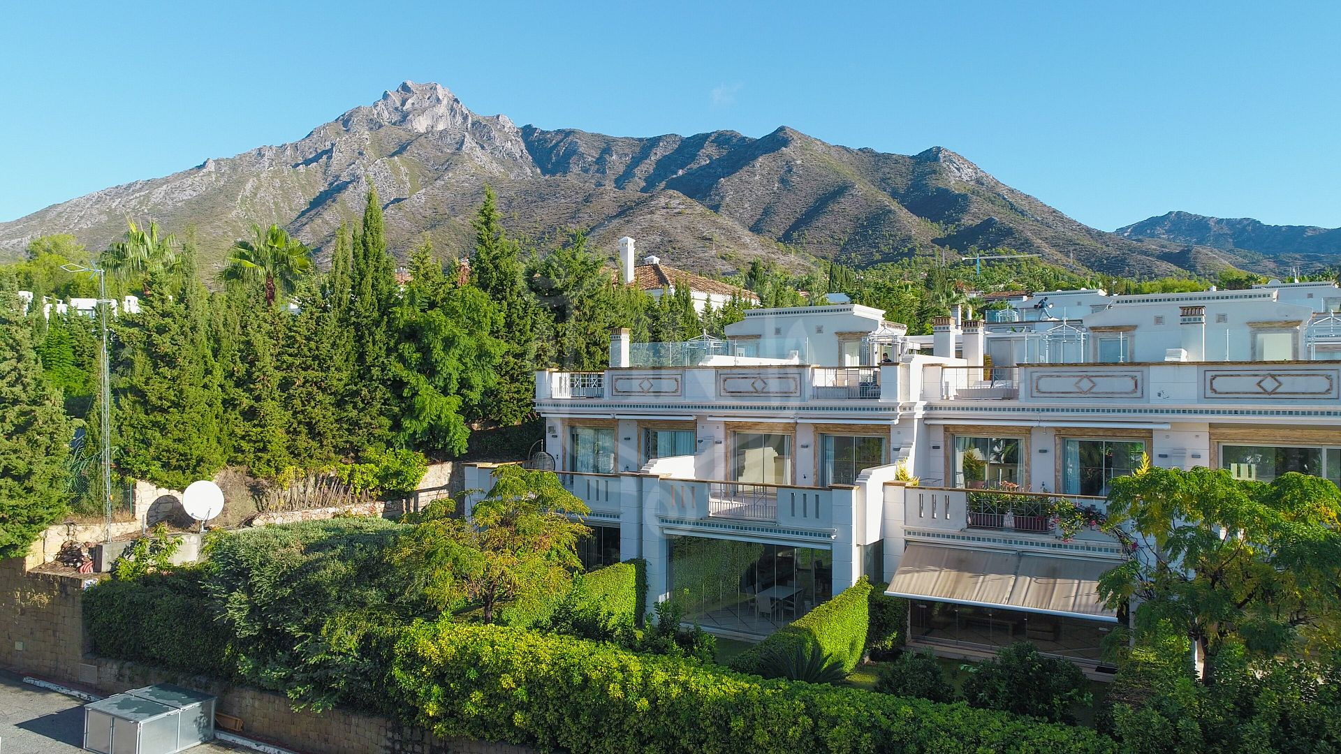 Wonderful townhouse with panoramic mountain and sea views in Sierra Blanca del Mar