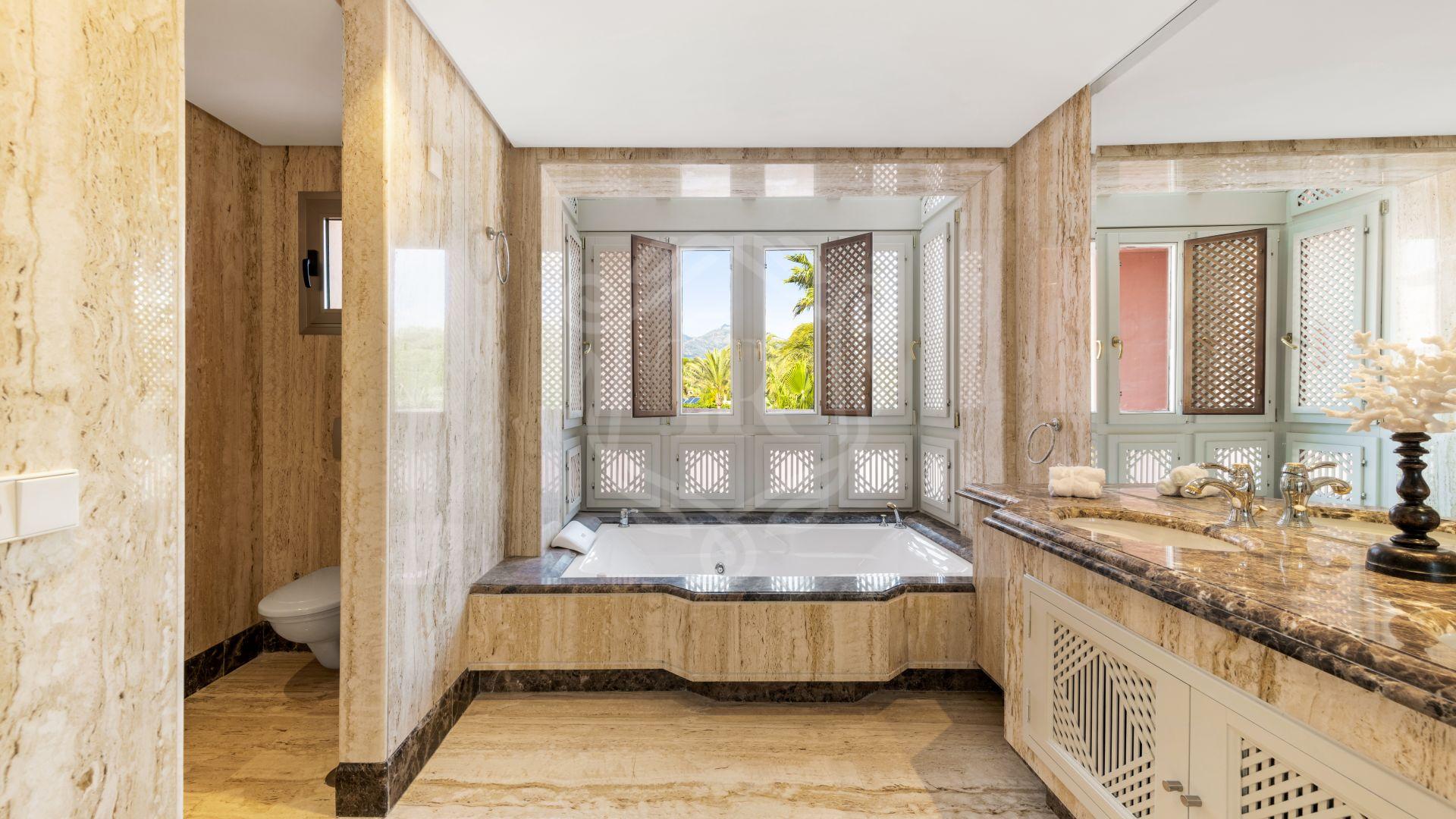 Duplex Penthouse for sale in La Morera, Marbella East