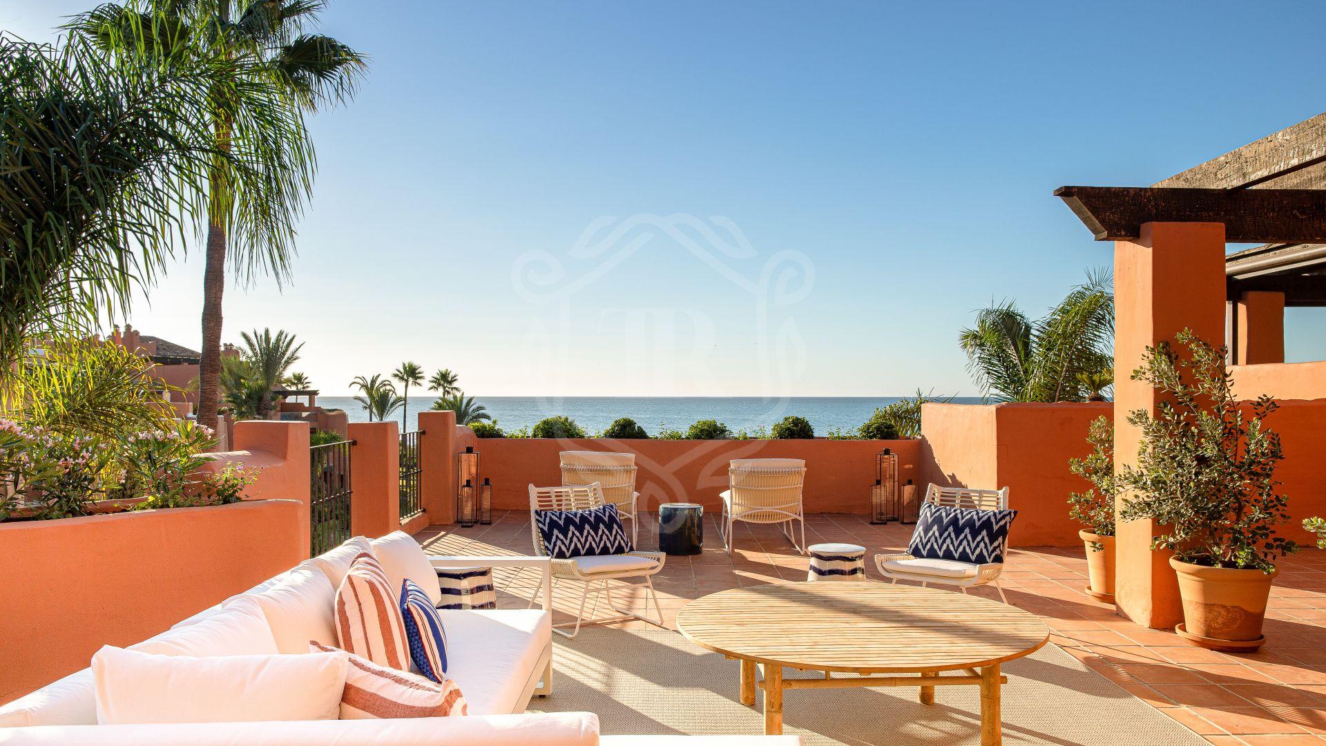 Beachfront duplex penthouse in La Morera, Marbella East