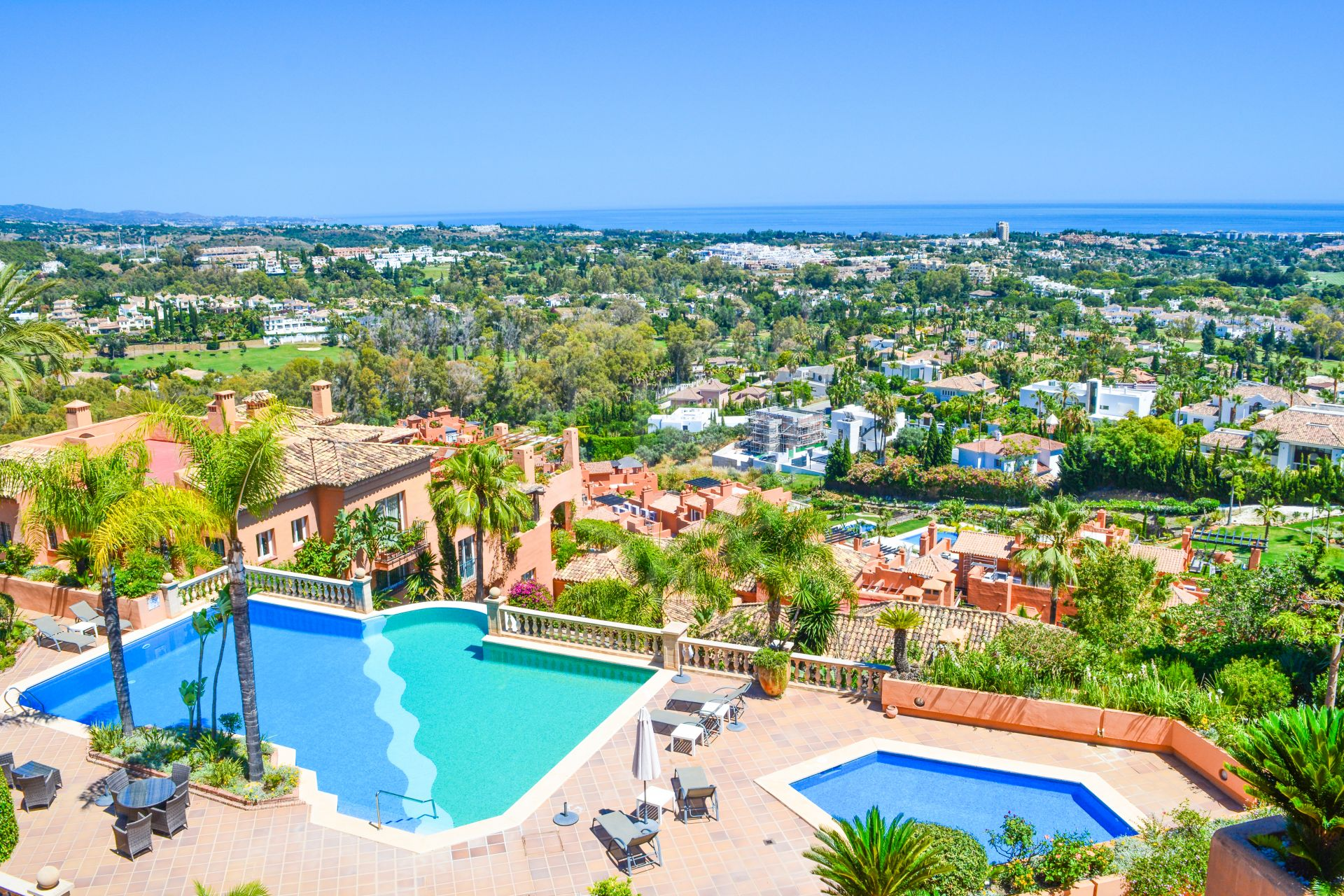 Apartment for sale in Los Belvederes, Nueva Andalucia