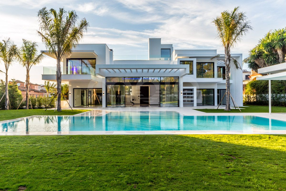 Brand new villa located in the peaceful and luxurious area of Guadalmina Baja
