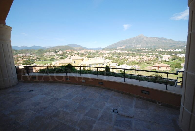 Great duplex penthouse in Magna Marbella with panoramic views