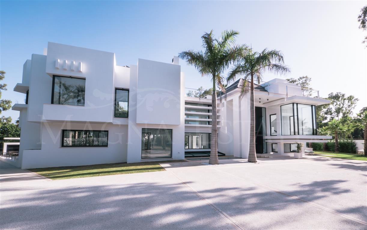 Large contemporary designer villa in Guadalmina Baja