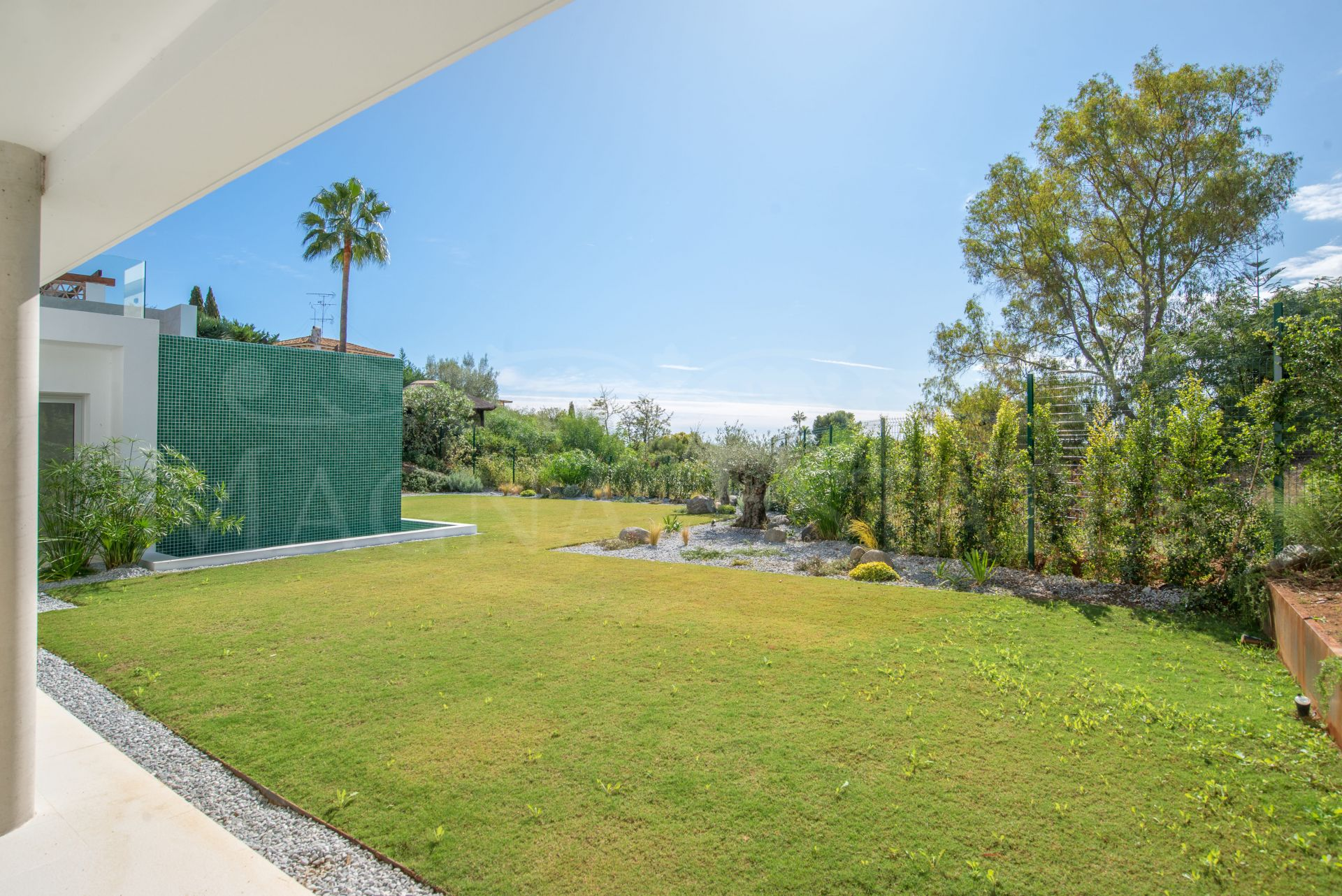 Design villa with beautiful sea views in the Paraíso Alto, Benahavís.