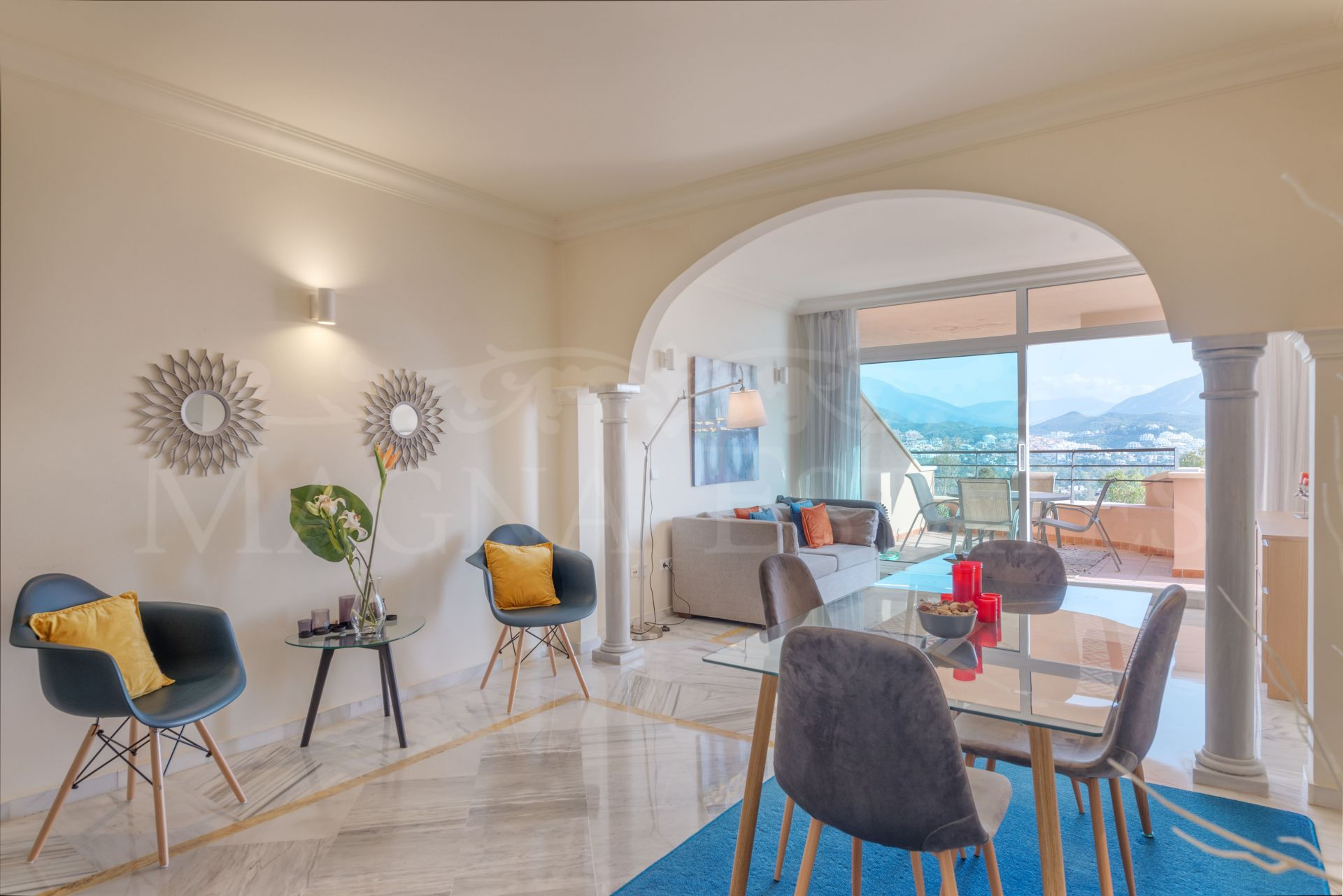 Apartment in Magna Marbella, with sea and mountains views