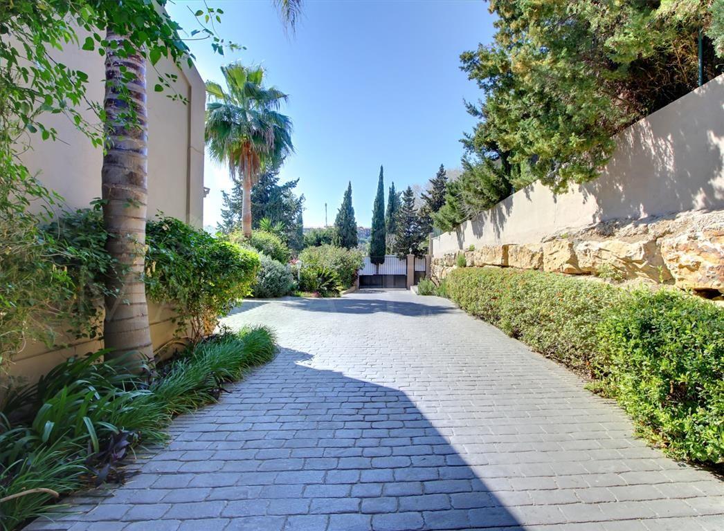 Impressive family villa in El Paraiso, Benahavís