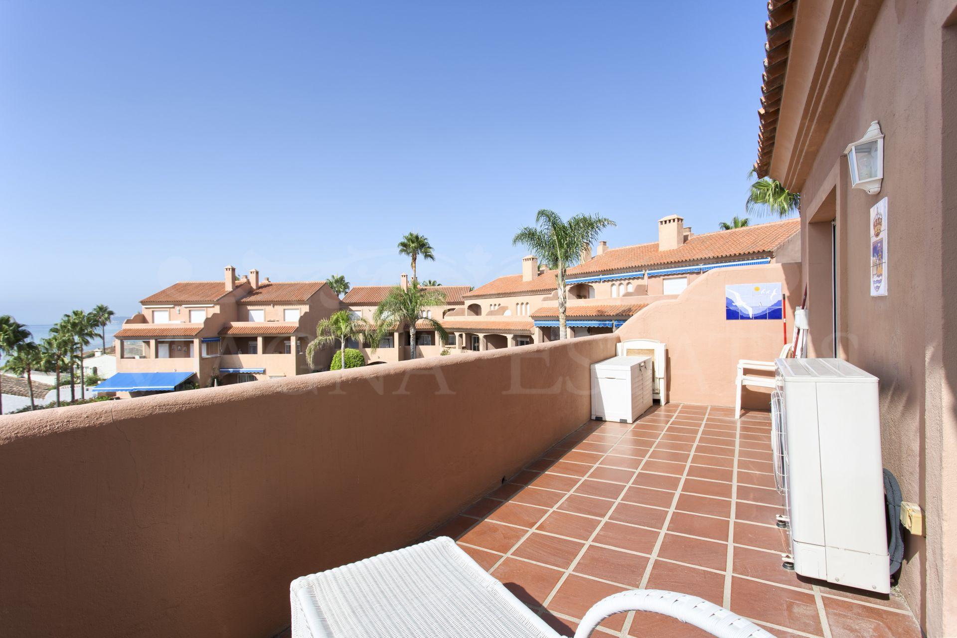 Duplex penthouse on the beachfront, Estepona