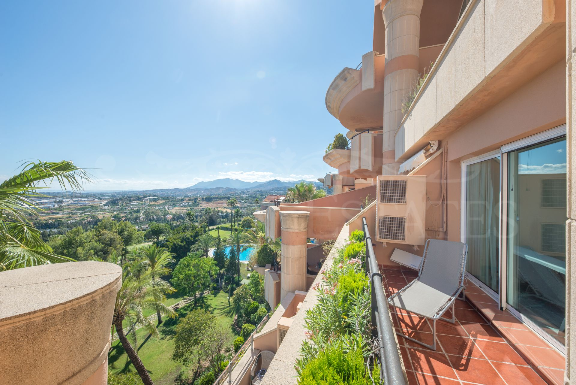 Apartment for short term rent with sea views in Magna Marbella
