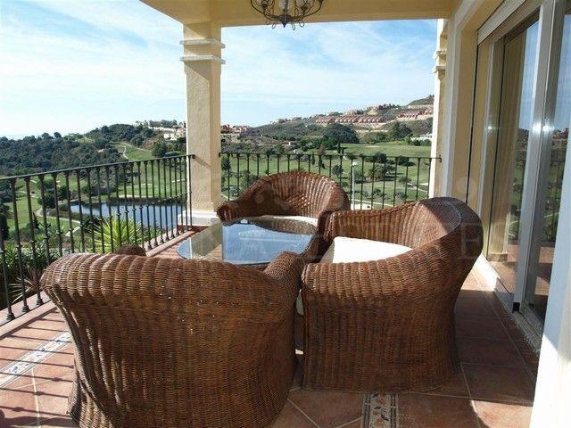 Villa en primera línea de golf en Atalaya Golf