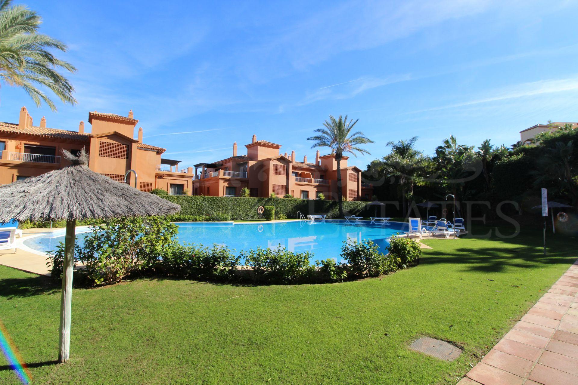 Apartment with spectacular sea views in Benataya, Estepona