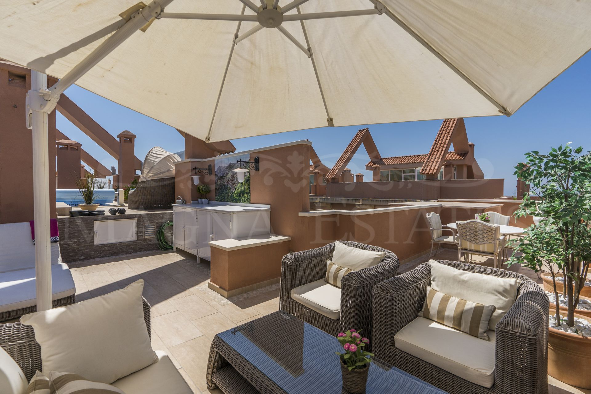 Fully renovated duplex penthouse with beautiful views in Magna Marbella