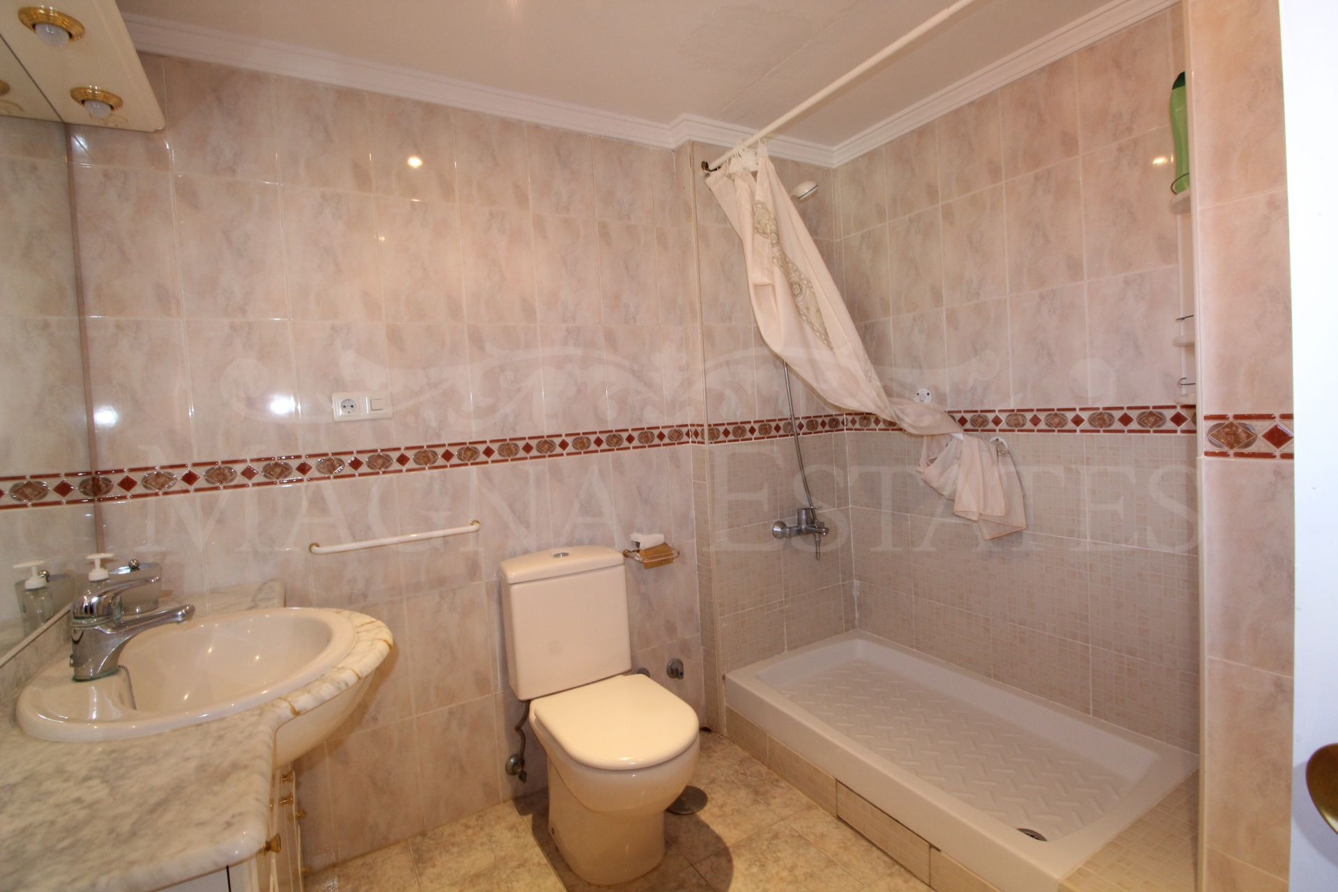 Townhouse in Nueva Andalucía with private pool