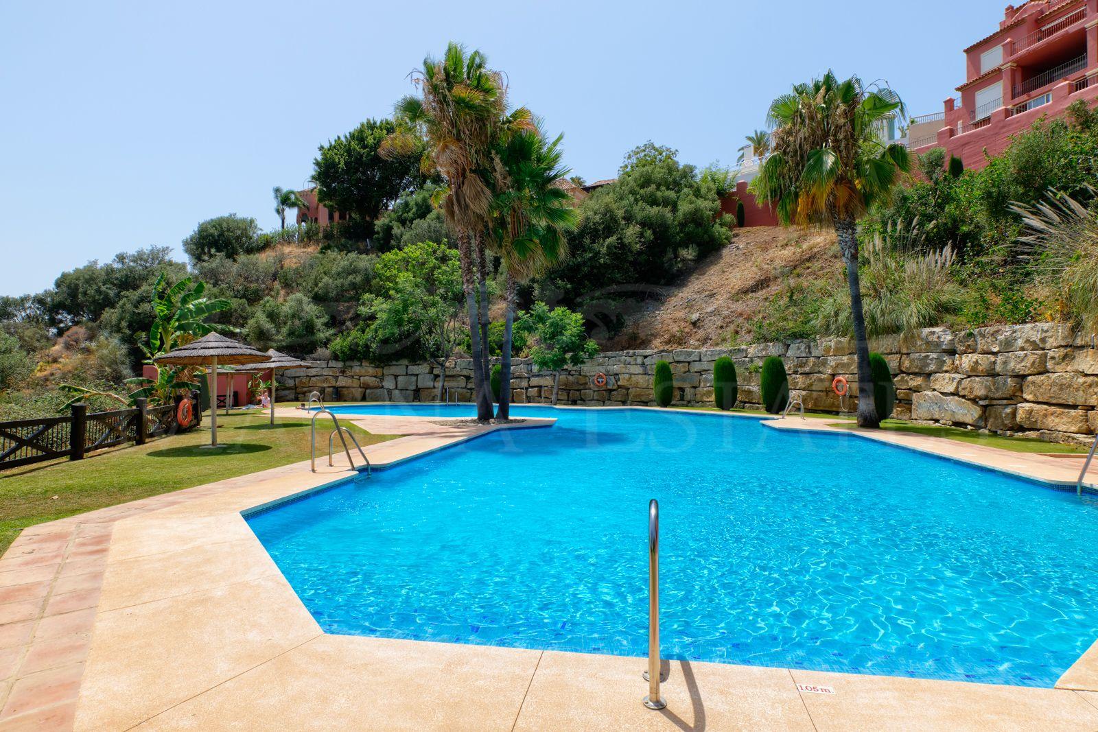 Apartamento bajo con jardín con vistas al mar en Banahavís